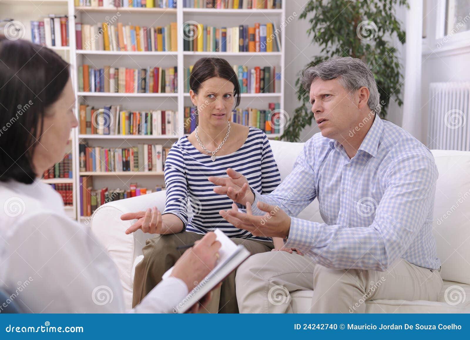 LE COUPLE CONSULTE PARLER AU PSYCHOLOGUE