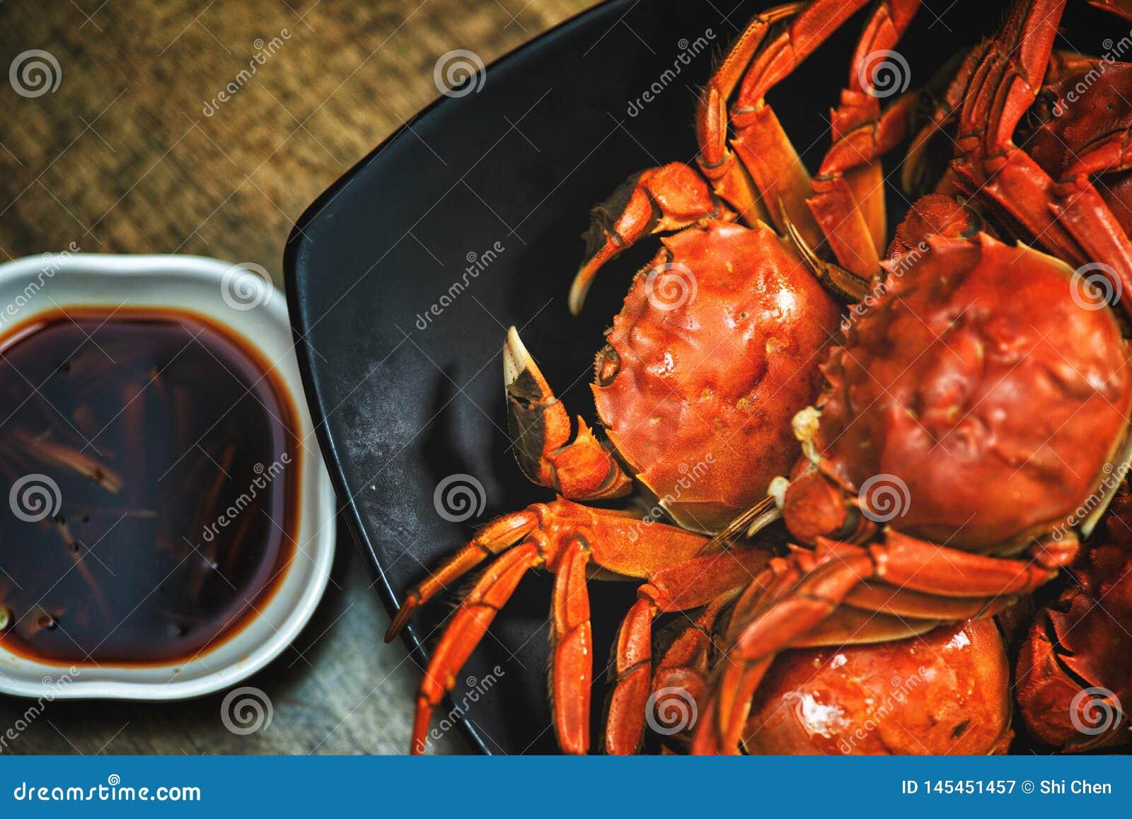 Le crabe velu de nourriture de Sichuan de crabe chinois de cuisine a cuit le crabe à la vapeur velu