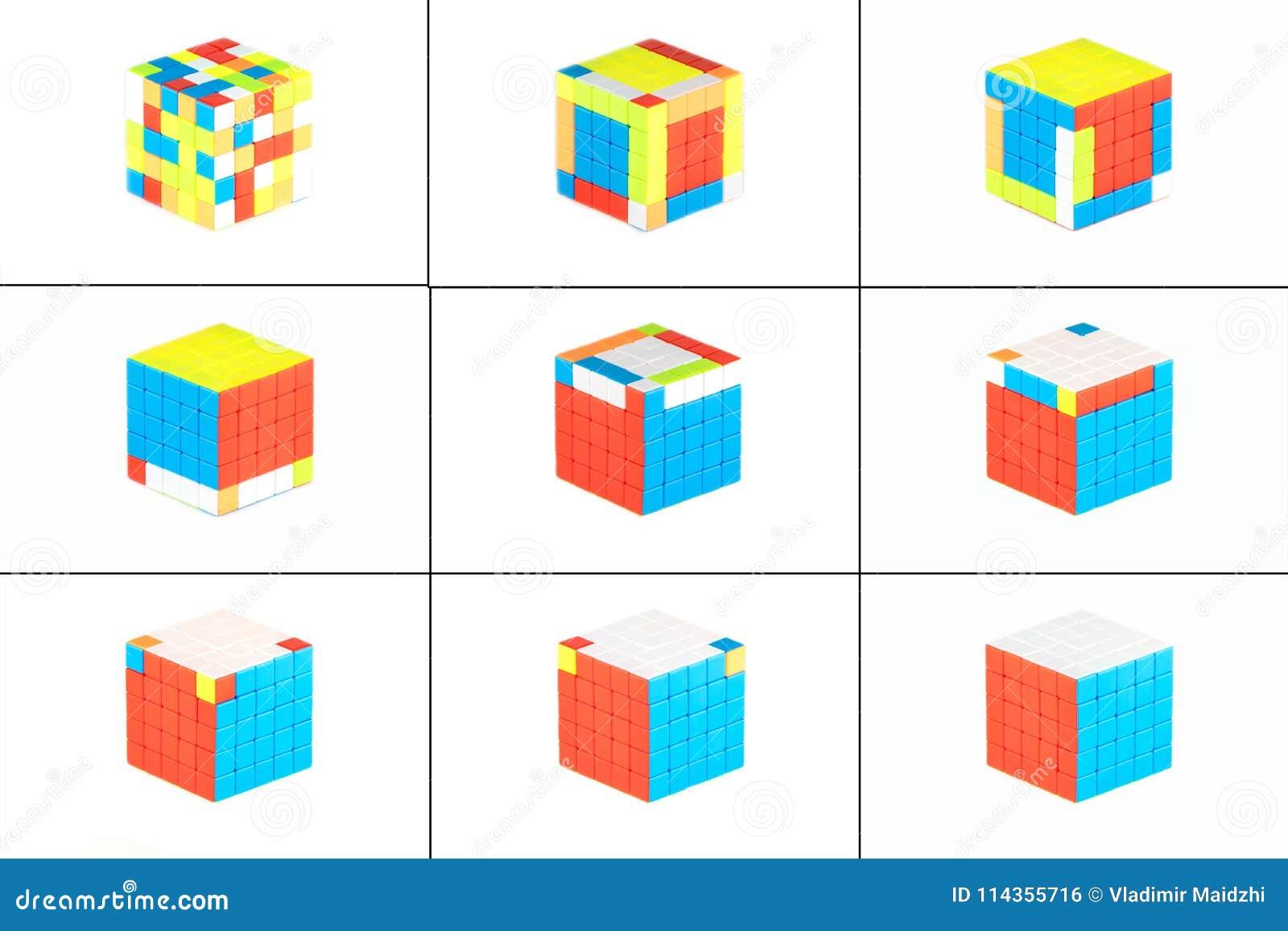 Le cube cinq en ` s de Rubik sur cinq sur le fond blanc E