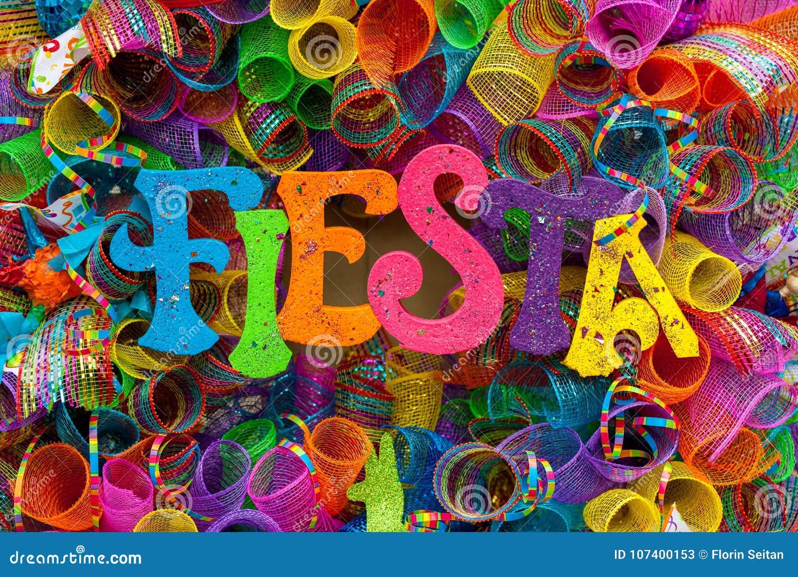 Le ` de fiesta de ` de mot écrit dans les lettres colorées avec le scintillement et la mâche multicolore