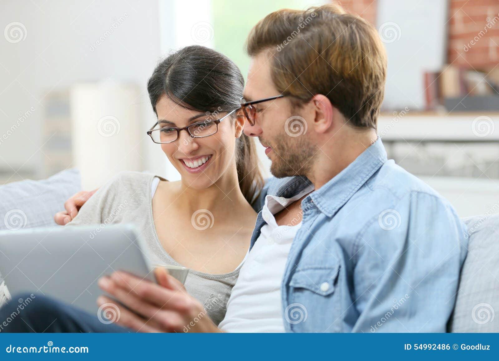 Le den hemmastadda användande minnestavlan för par
