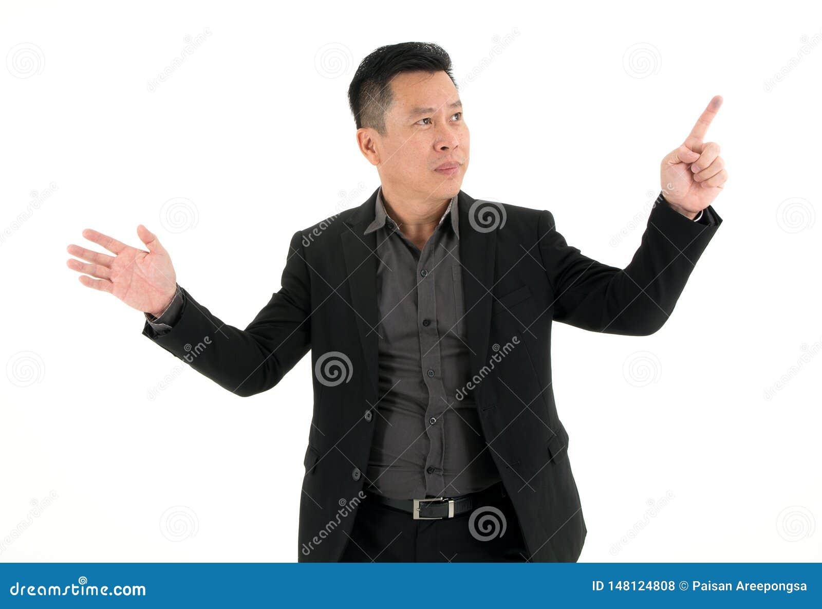 Le det affärsmanvisningen och stiftet som pekar på något som isoleras på vit bakgrund