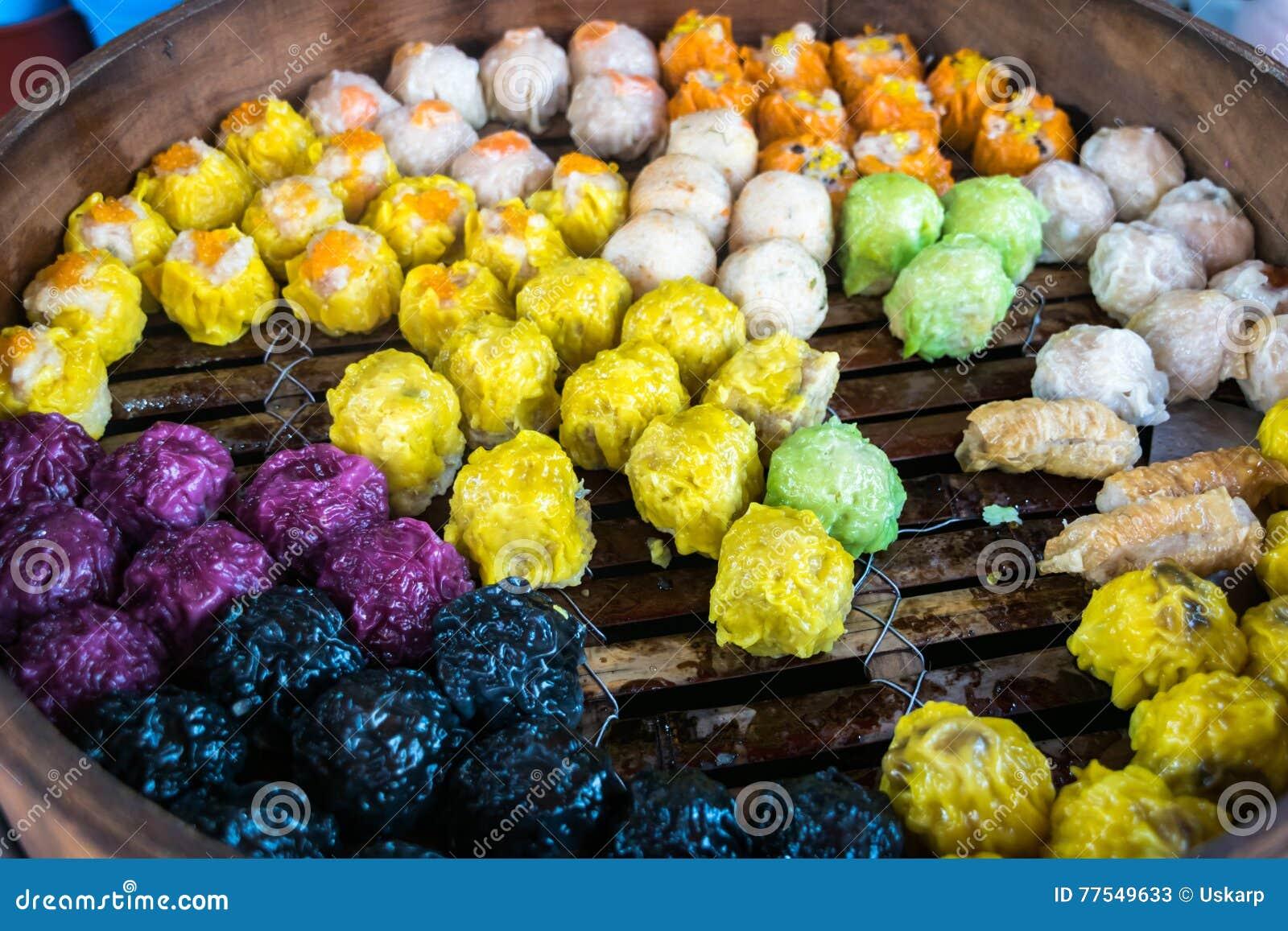Le dim sum, Chinois a cuit des boulettes à la vapeur