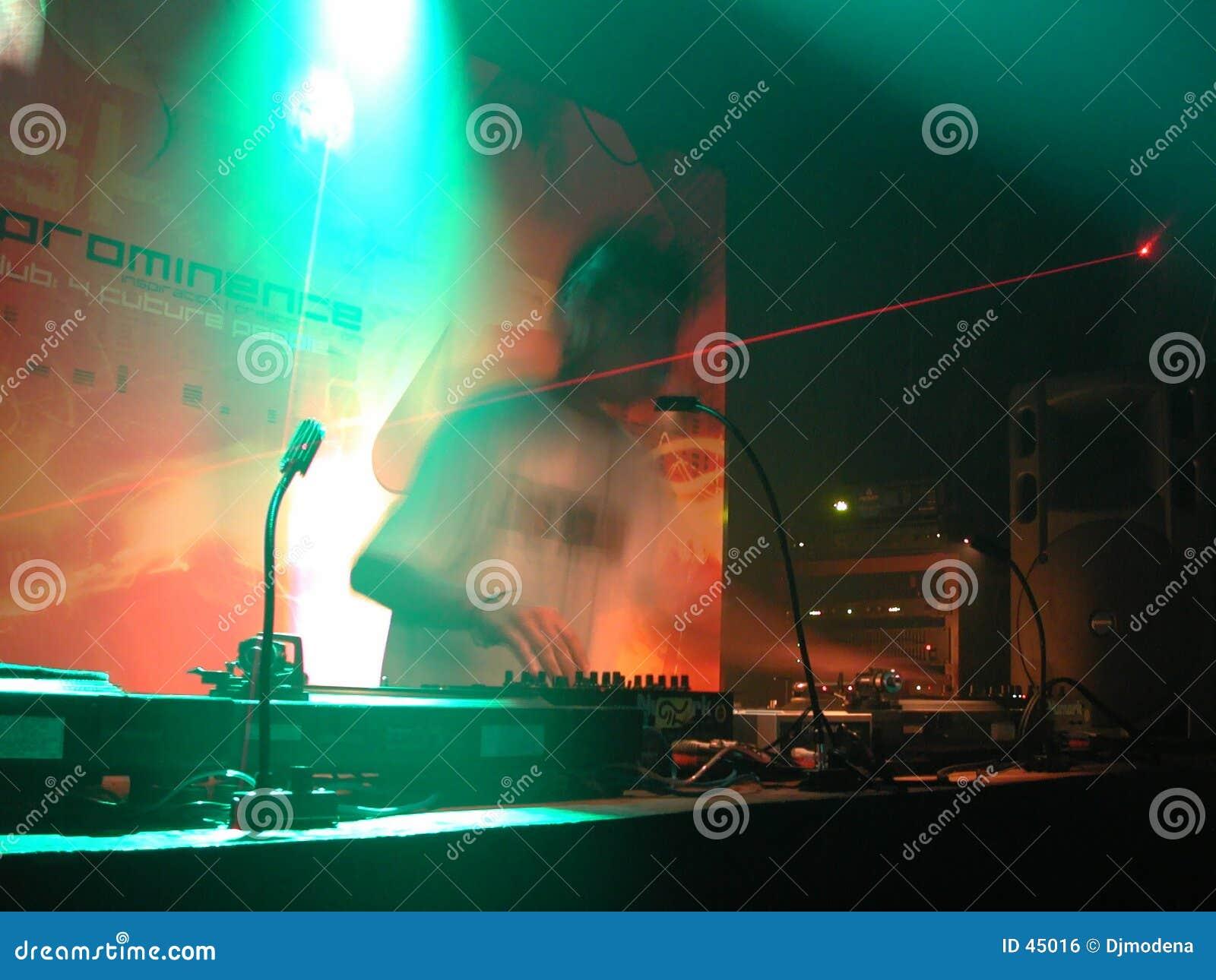 Le DJ 02