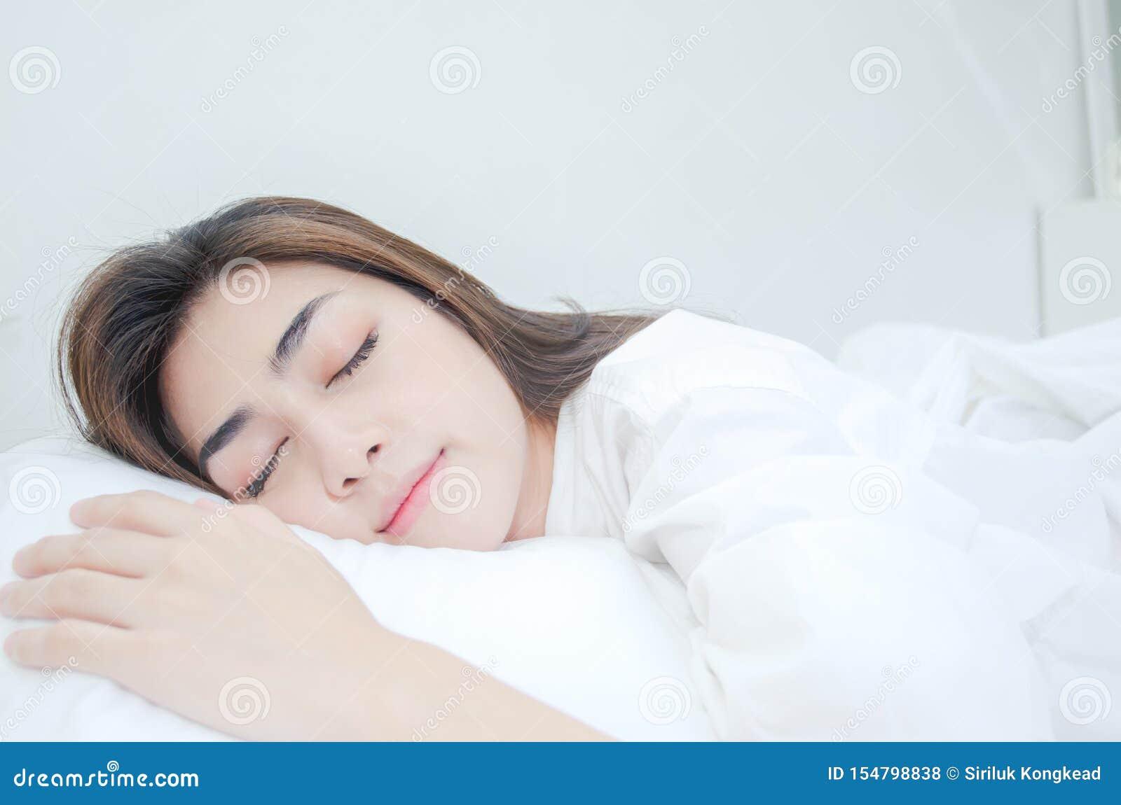 Le donne asiatiche non stanno bene con dolore