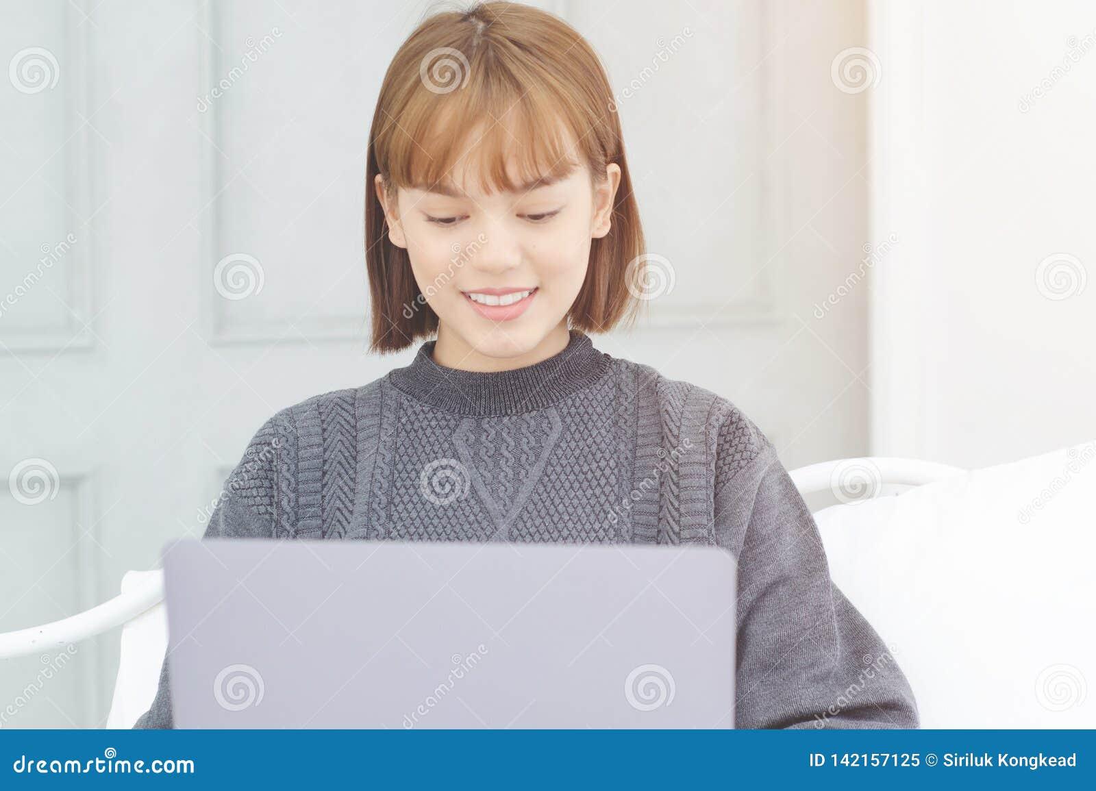 Le donne sono lavoranti e felici