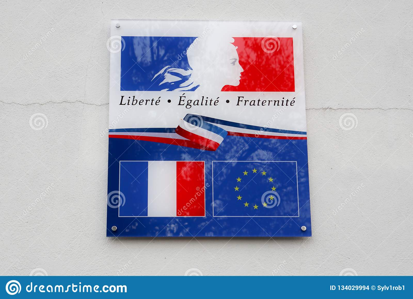 Le drapeau de la France et de l Europe avec écrire le fraternite d egalite de liberte signifie dans le fraternity français d égal