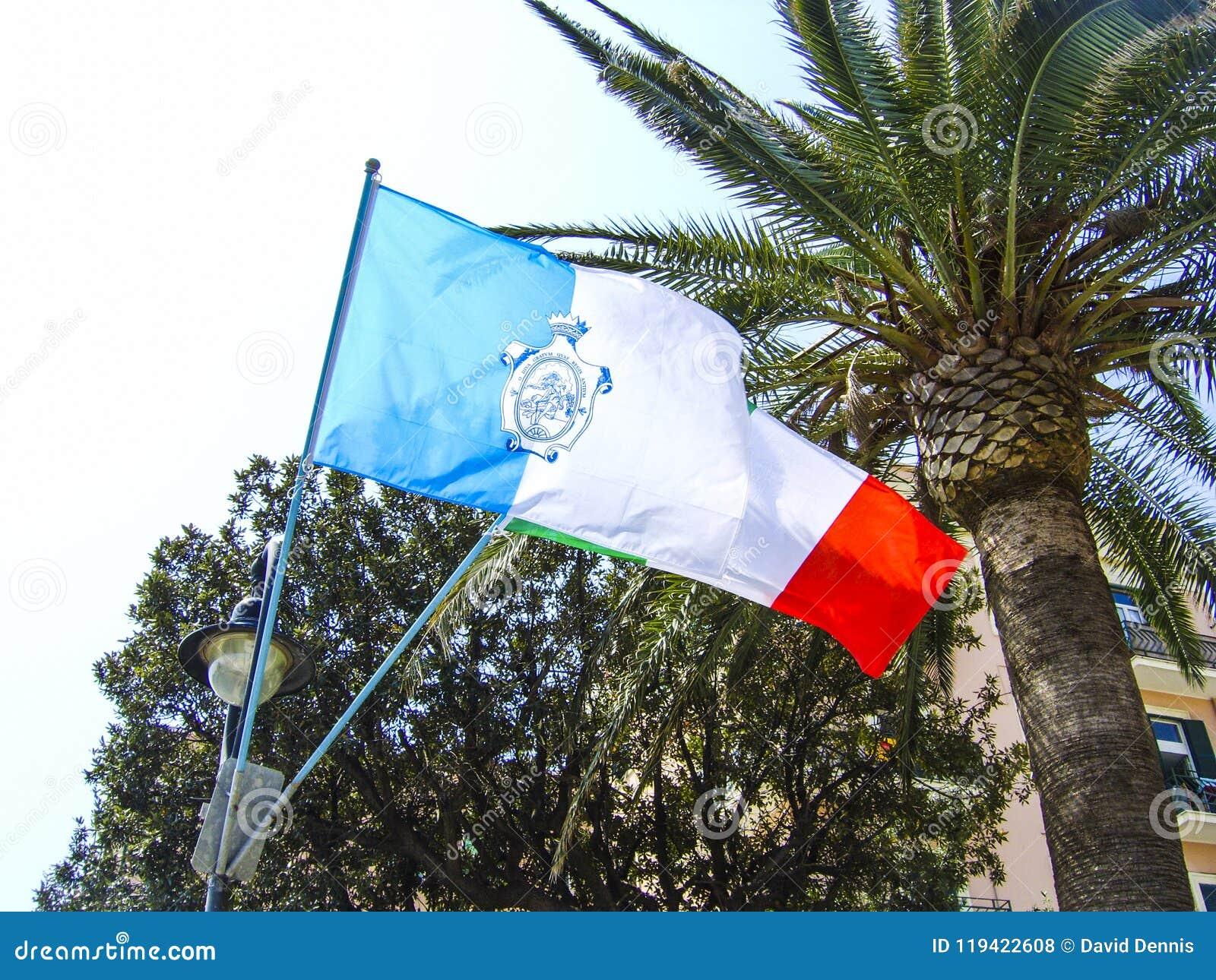 Le drapeau de la ville d Anzio sur la côte de l Italie au sud de Rome