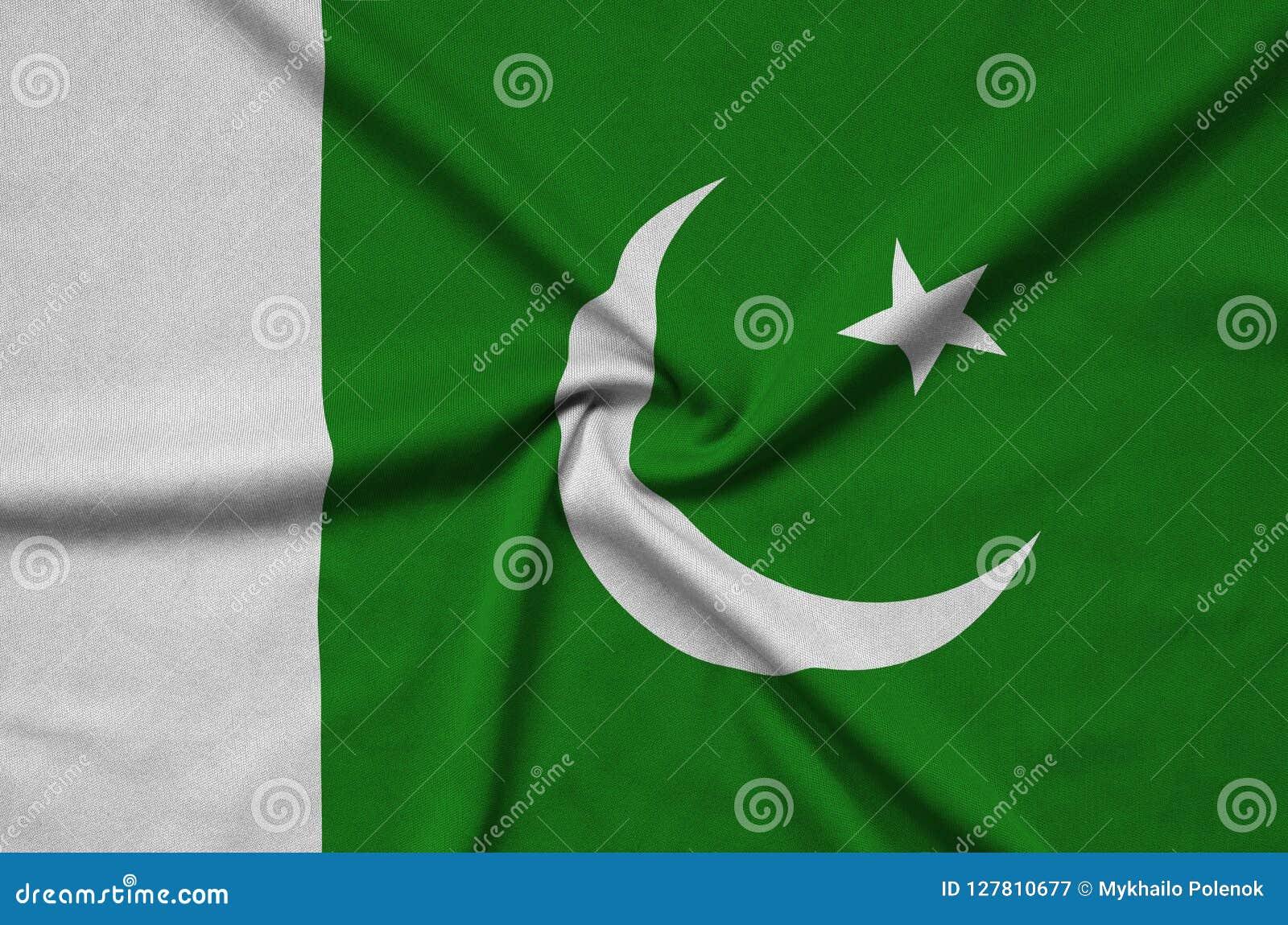 Le drapeau du Pakistan est dépeint sur un tissu de tissu de sports avec beaucoup de plis Bannière d équipe de sport