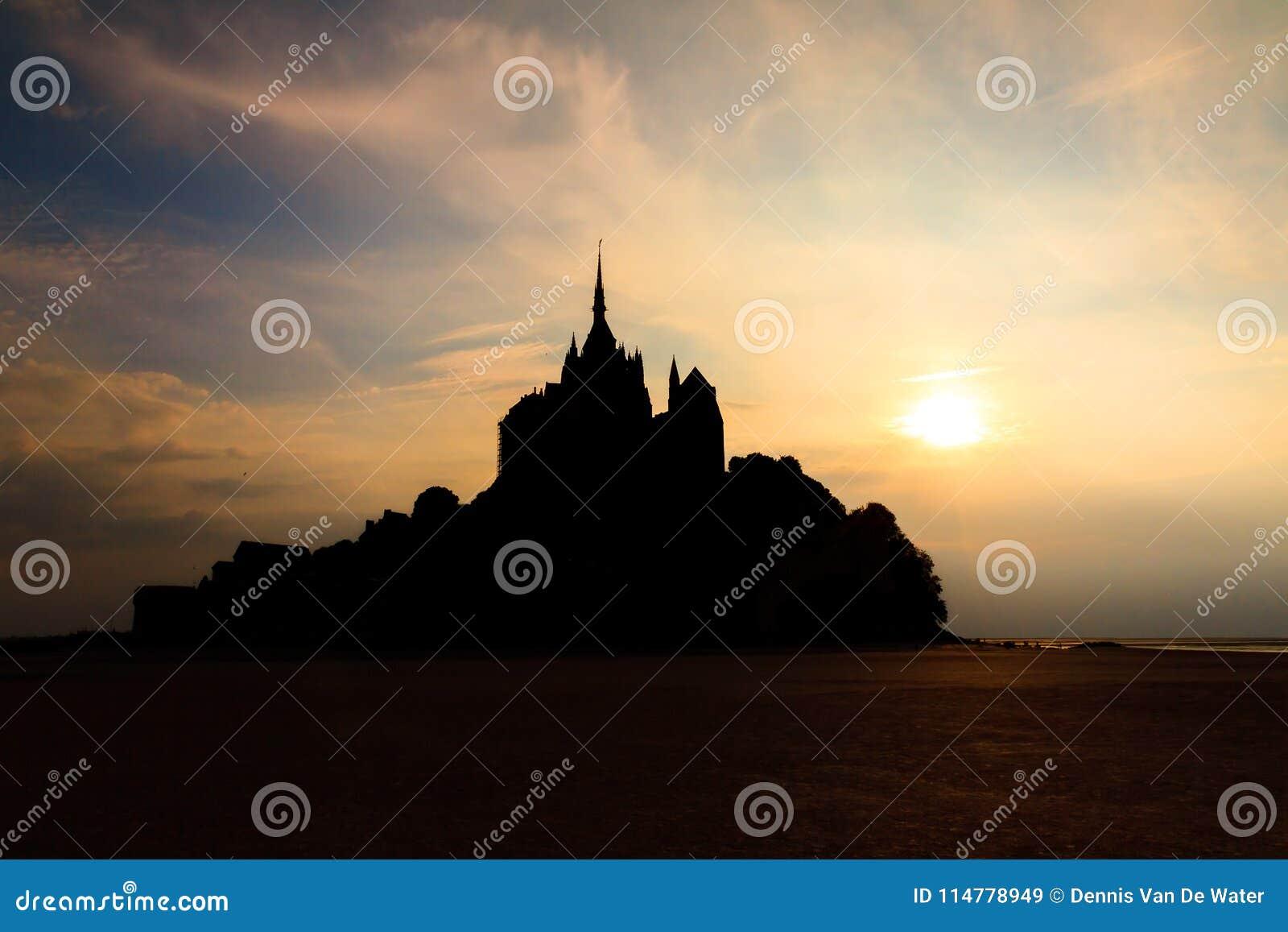Le escuro Mont Saint-Michel