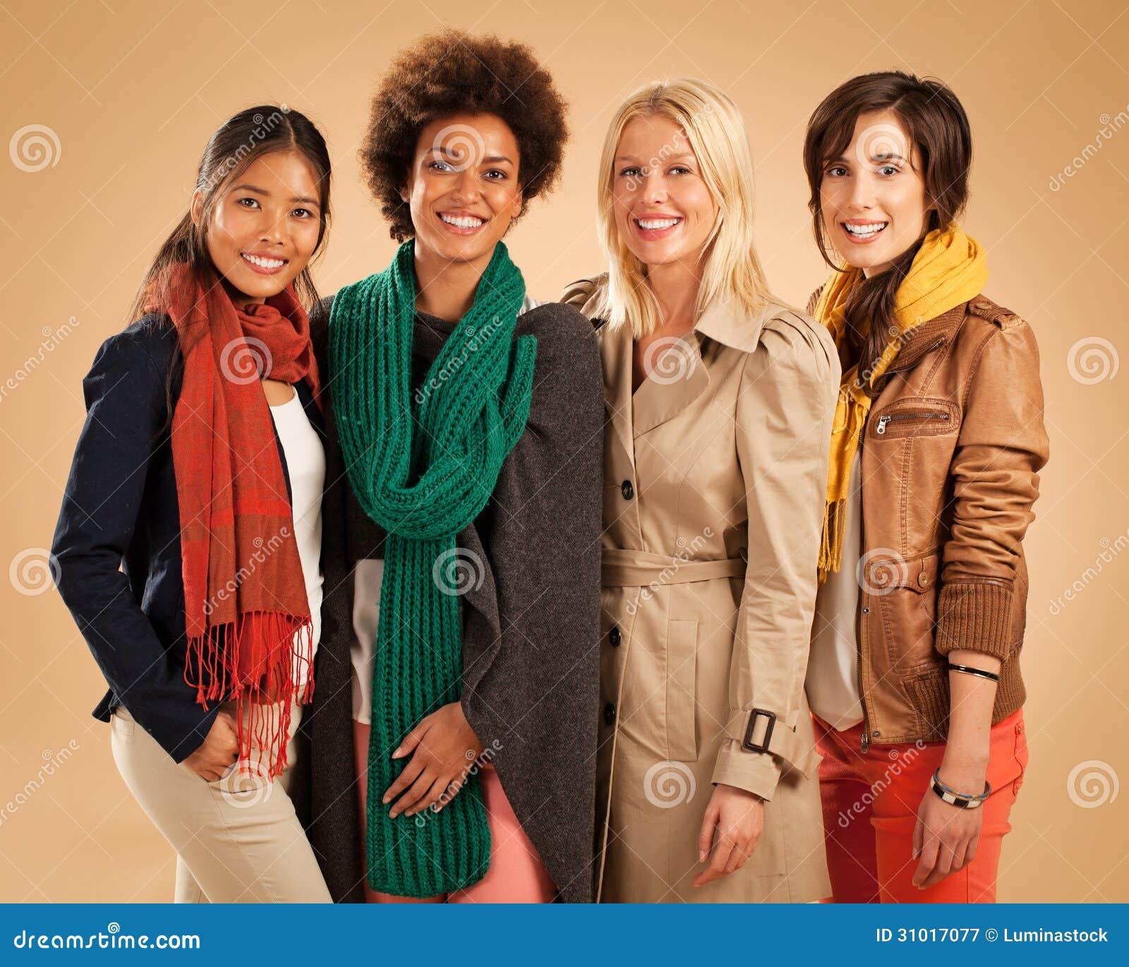 Le för fyra olikt kvinnor