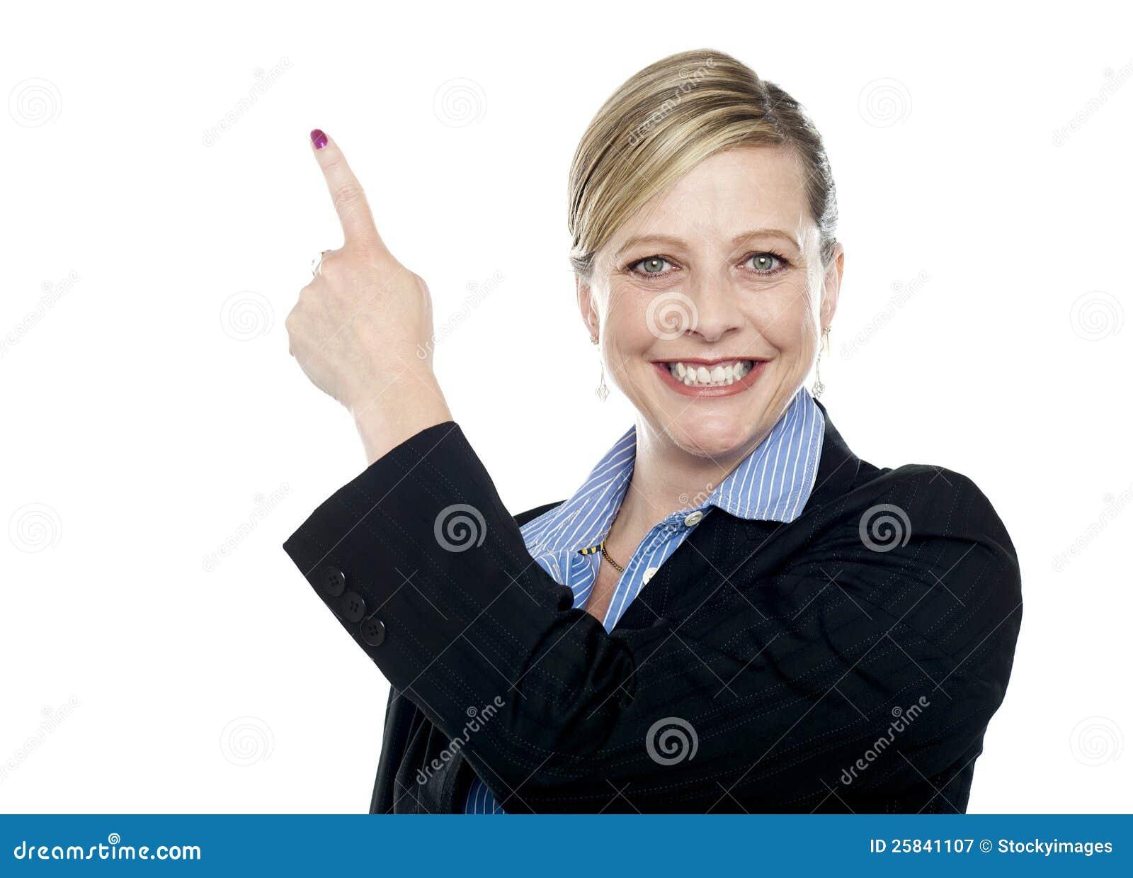 Le företags kvinna som uppåt pekar
