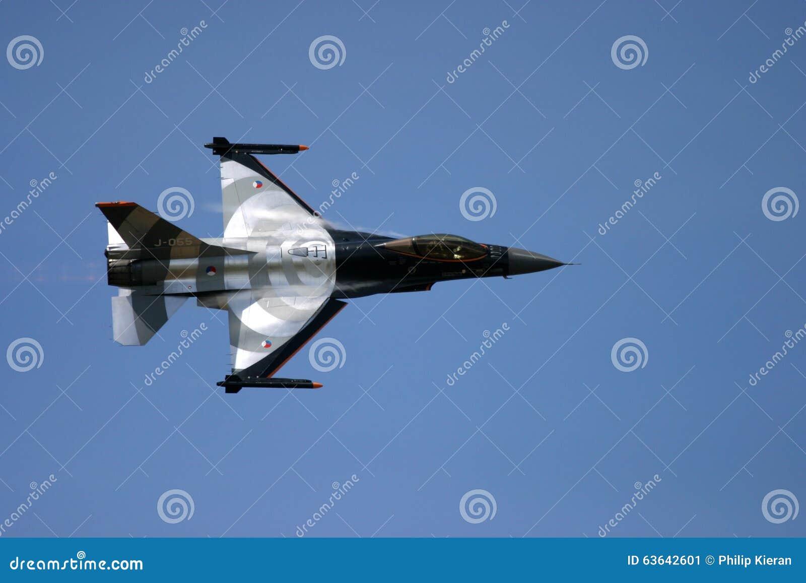 Le faucon de combat de F-16 de General Dynamics est un aéronef polyvalent de chasseur à réaction initialement développé par Gener
