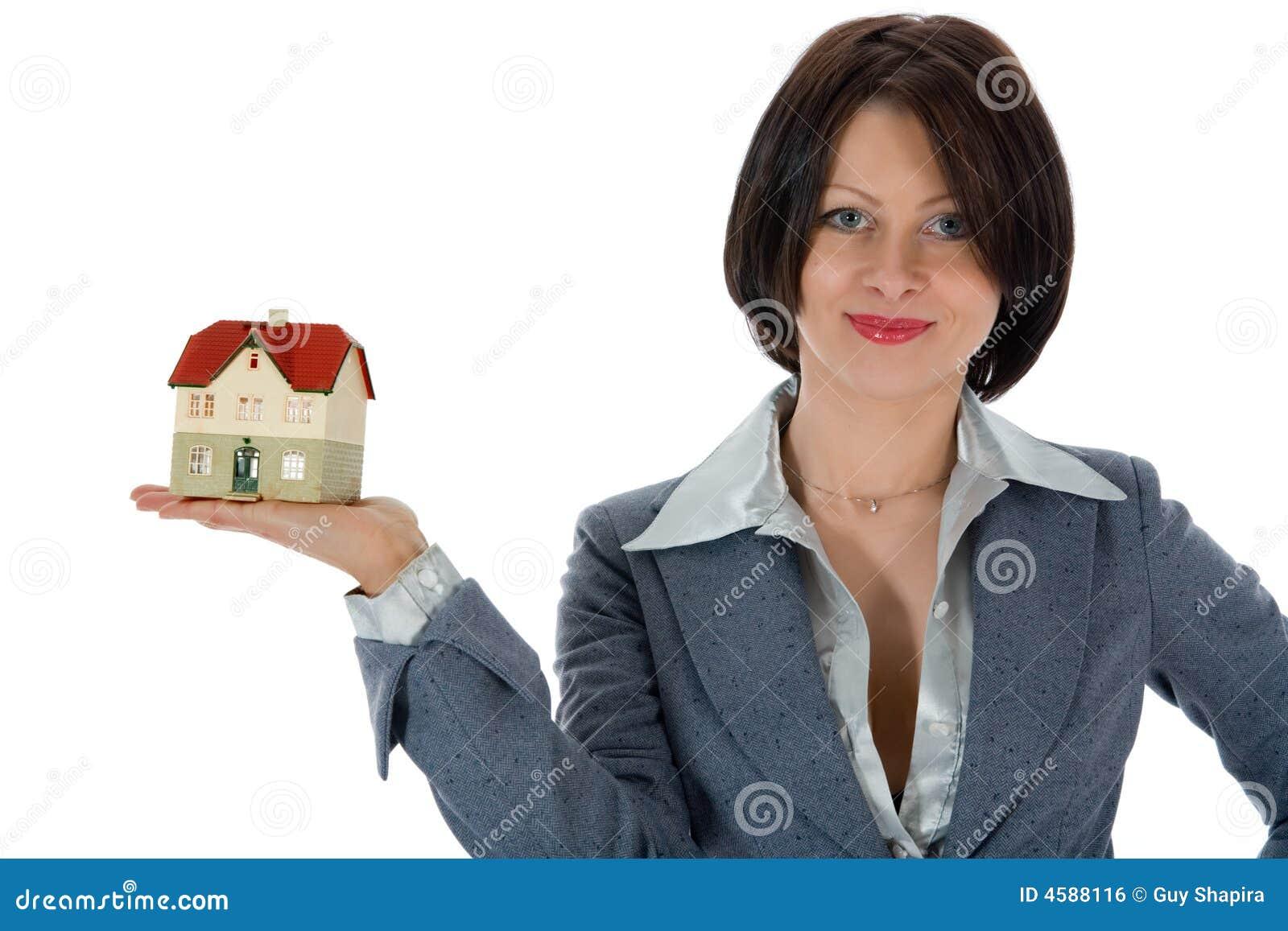 Le femme d affaires annonce les immeubles