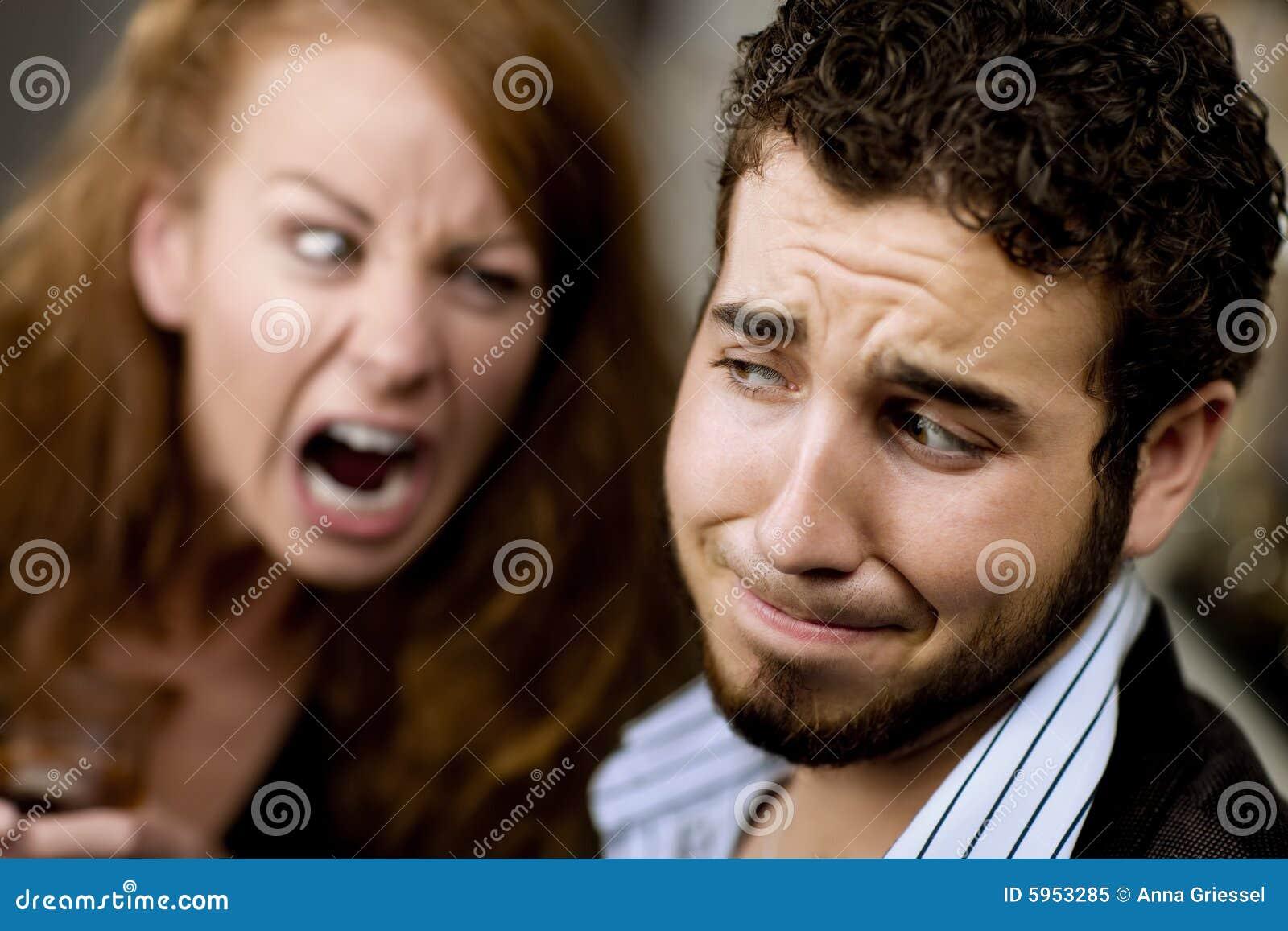 Le femme hurle à l homme