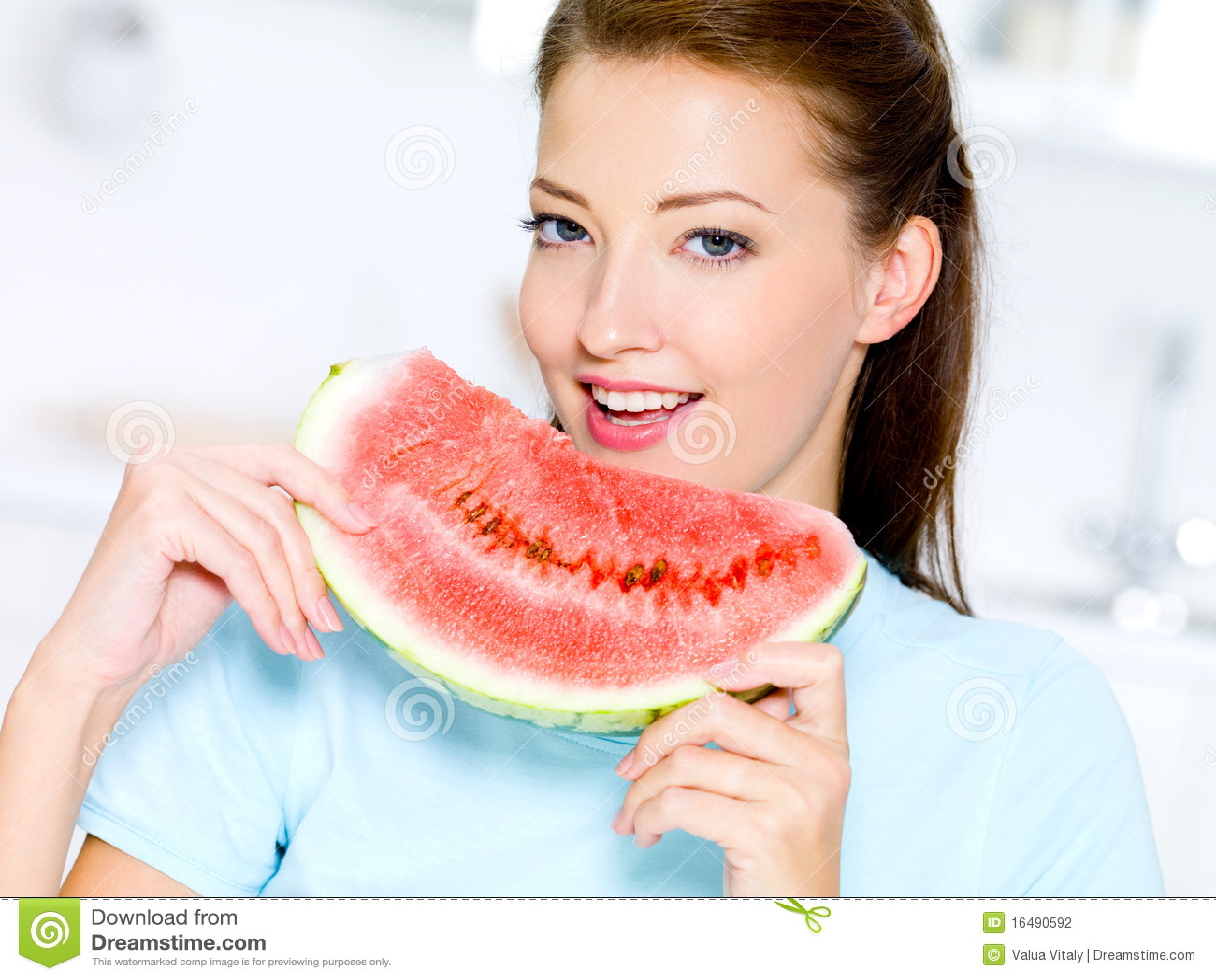 Le femme mange une past que rouge photographie stock image 16490592 - Que mange une pie ...