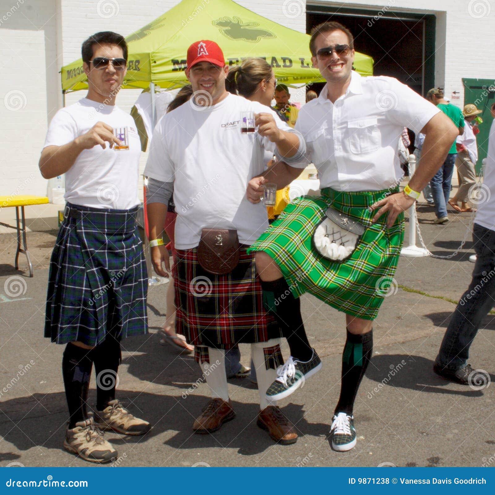 Le festival de bière a effectué à des participants l ombre