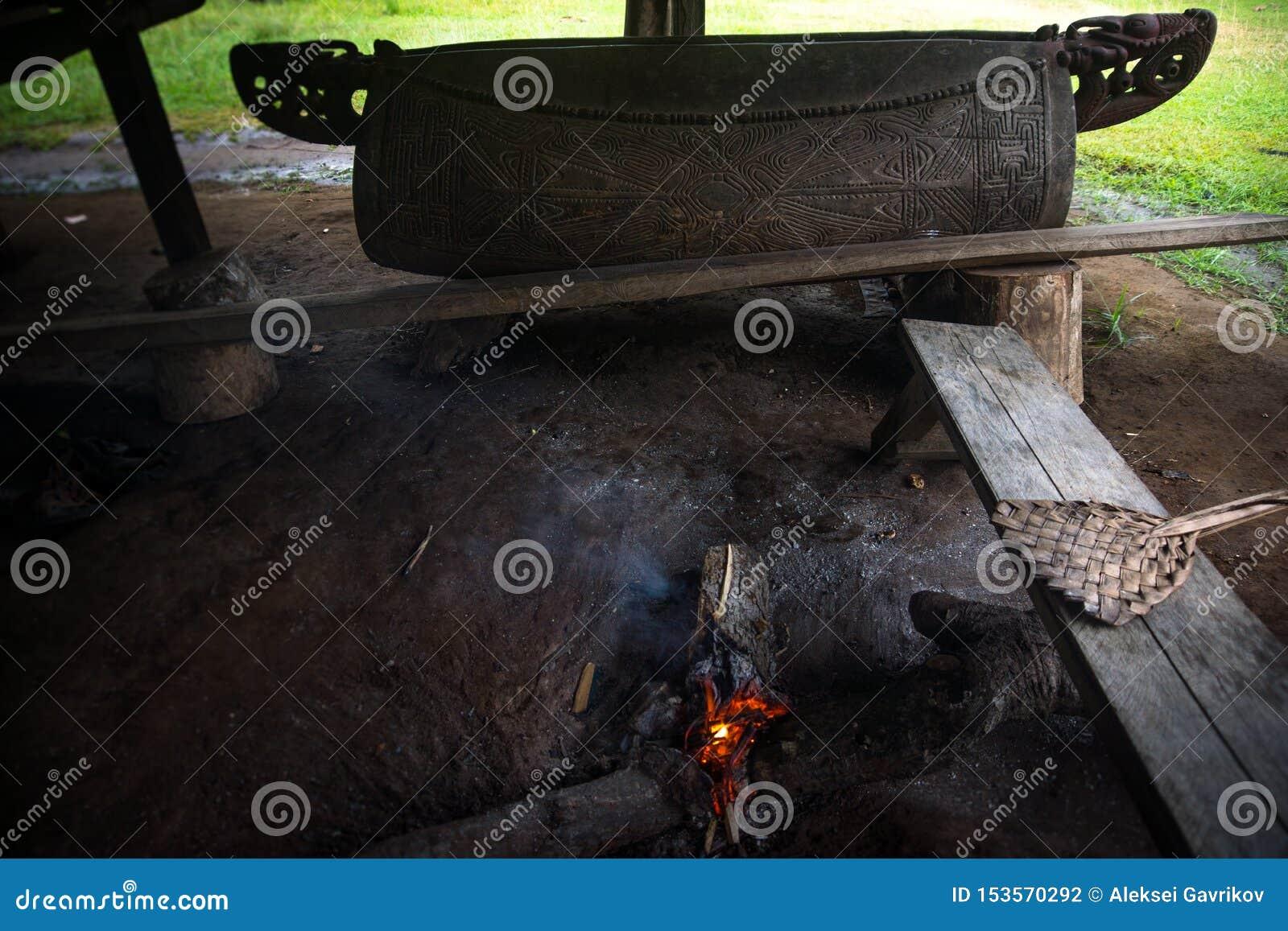 Le feu et en bois sujet à l appel un autre village en cas d urgence