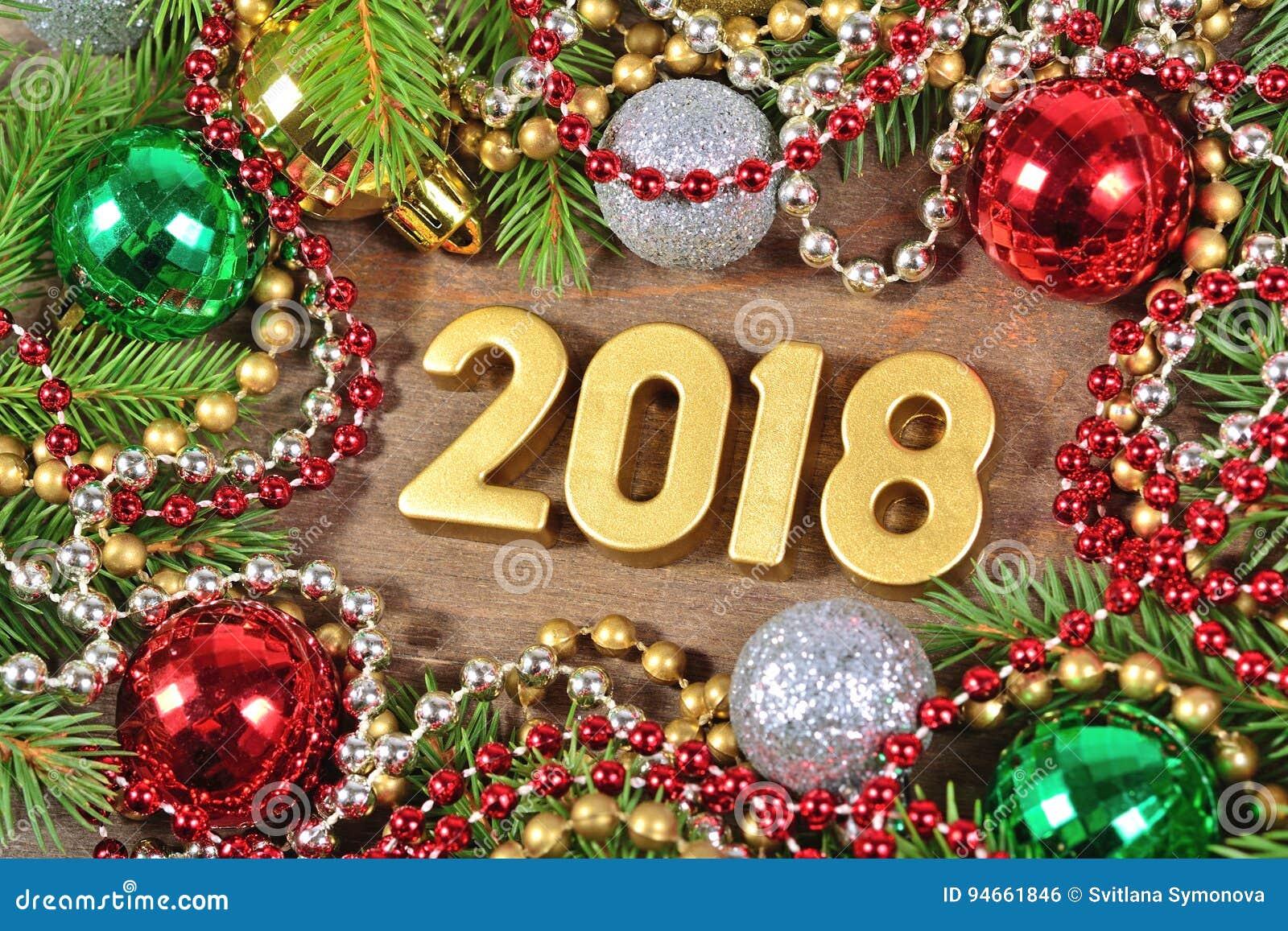 Le Figure Da 2018 Anni E Decorazioni Dorate Di Natale Fotografia