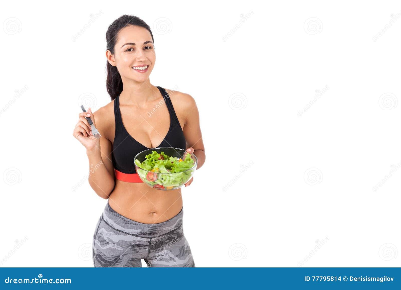 Le flickan som äter lyckligt hennes sallad
