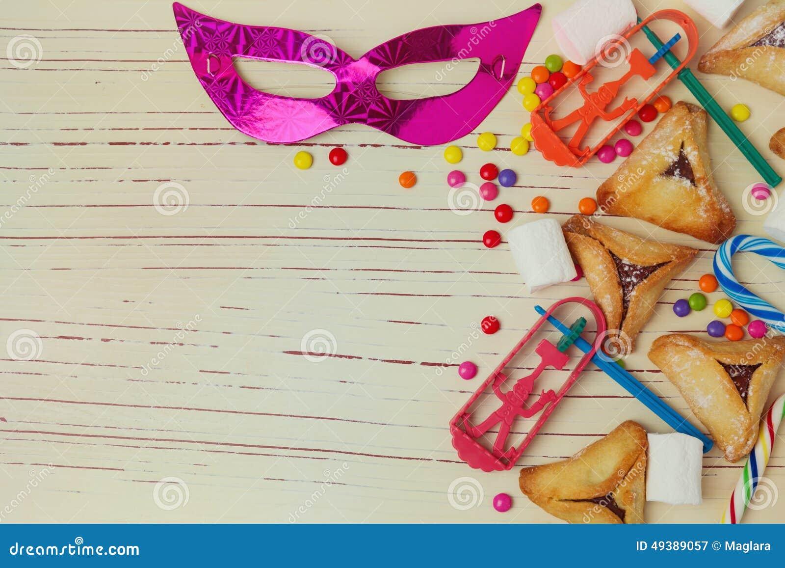Le fond pour des vacances juives Purim avec le masque et hamantaschen des biscuits