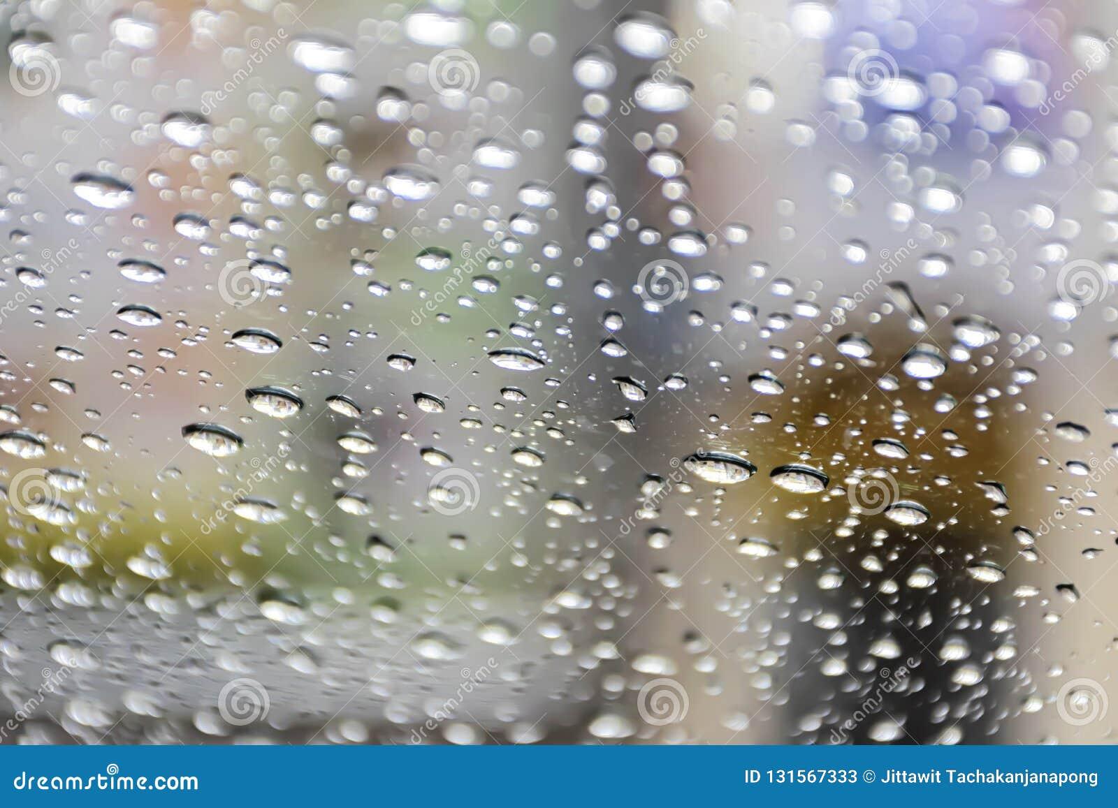 Le fond le verre de l eau est au verre La granularité est provoquée par la pluie de chute