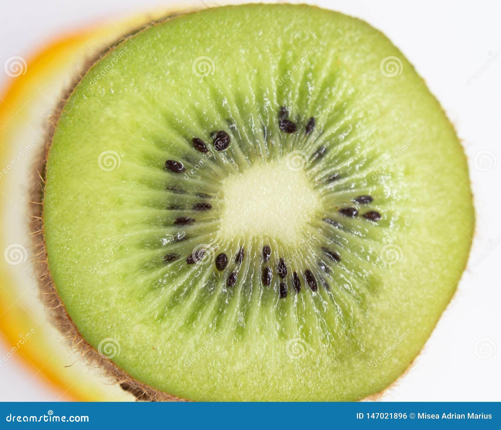 Le fruit découpe la frénésie en tranches