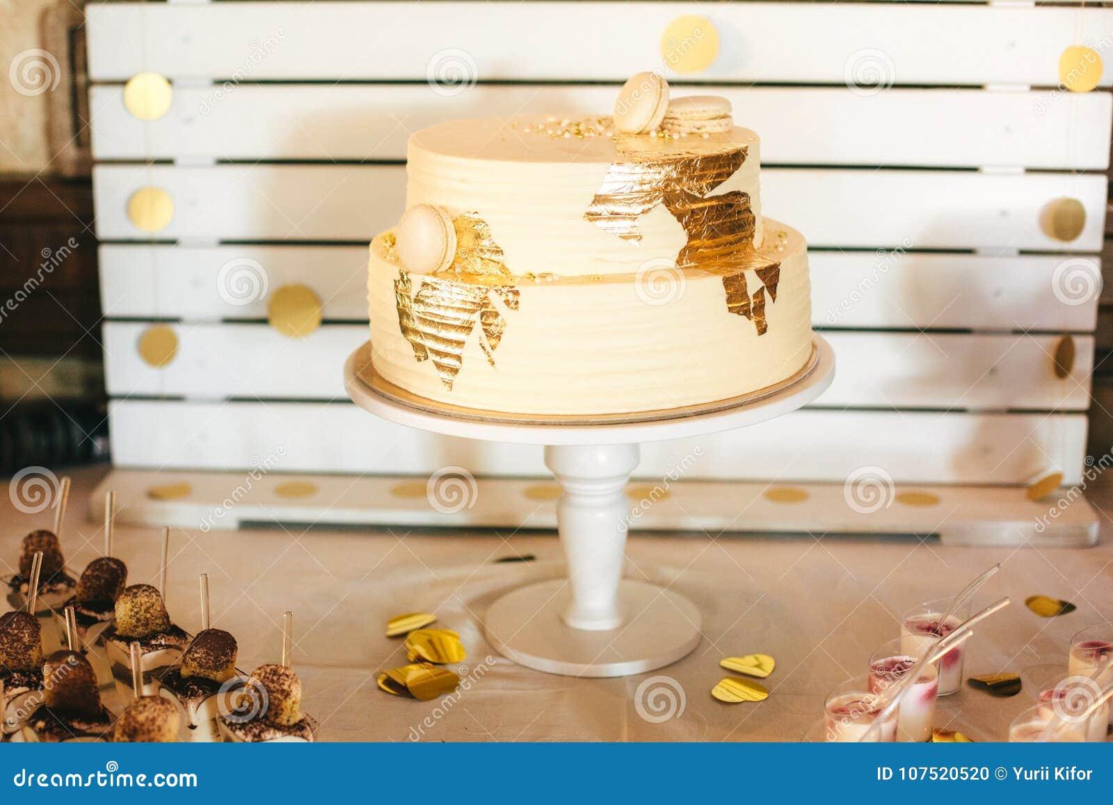 Le Gâteau Le Plus Beau Et Le Plus Délicieux Mariage