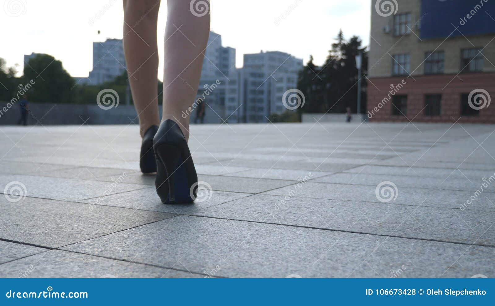 Gambe Alti Via Le In Nella Calza Tacchi La Femminili Camminata n8vm0Nw