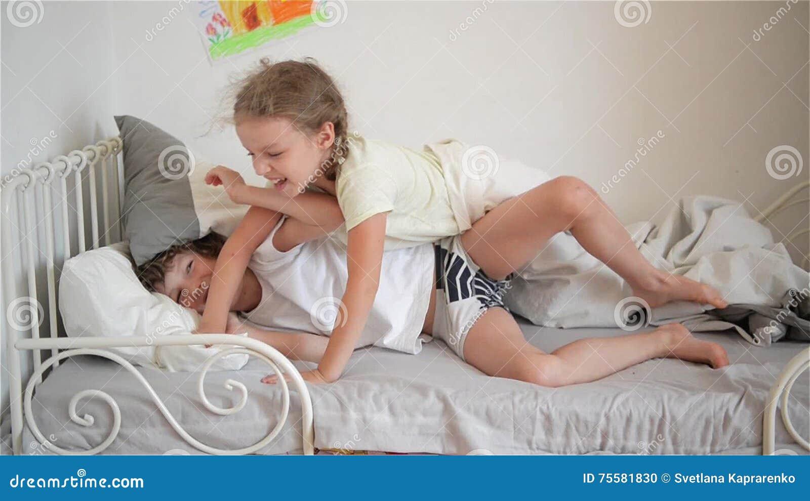Порно клип врат трахнул спяшую сестру
