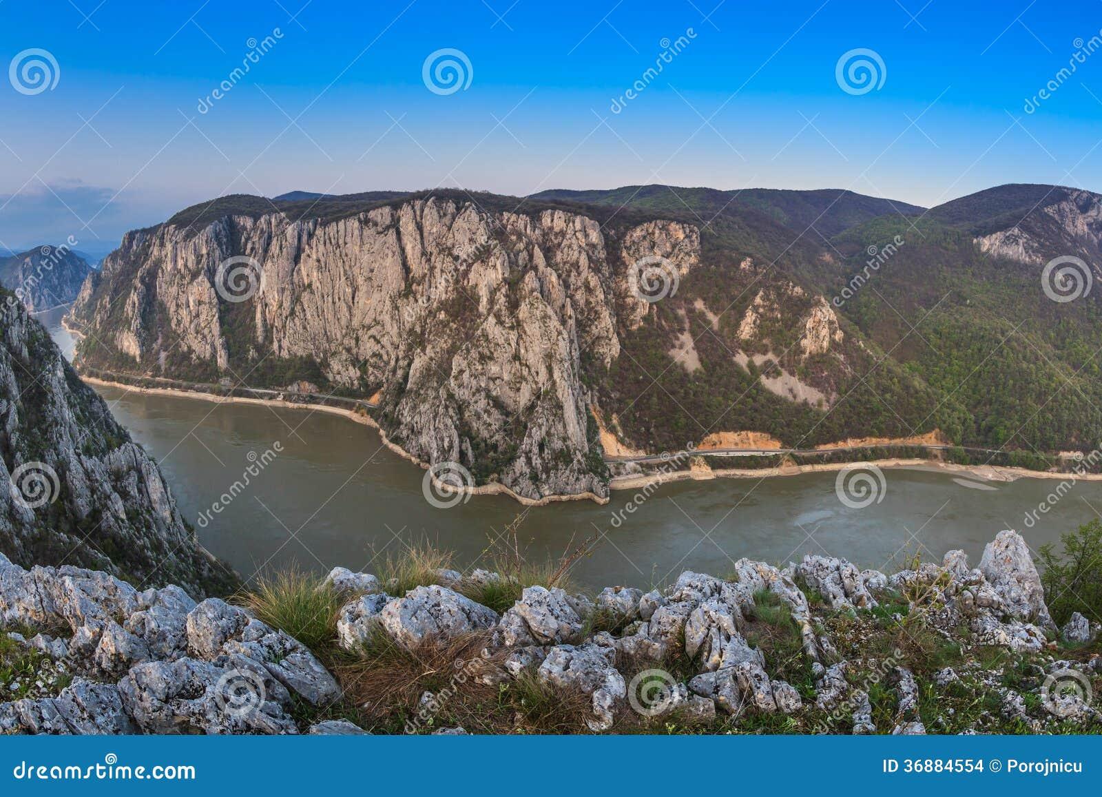 Download Le gole di Danubio fotografia stock. Immagine di serbia - 36884554