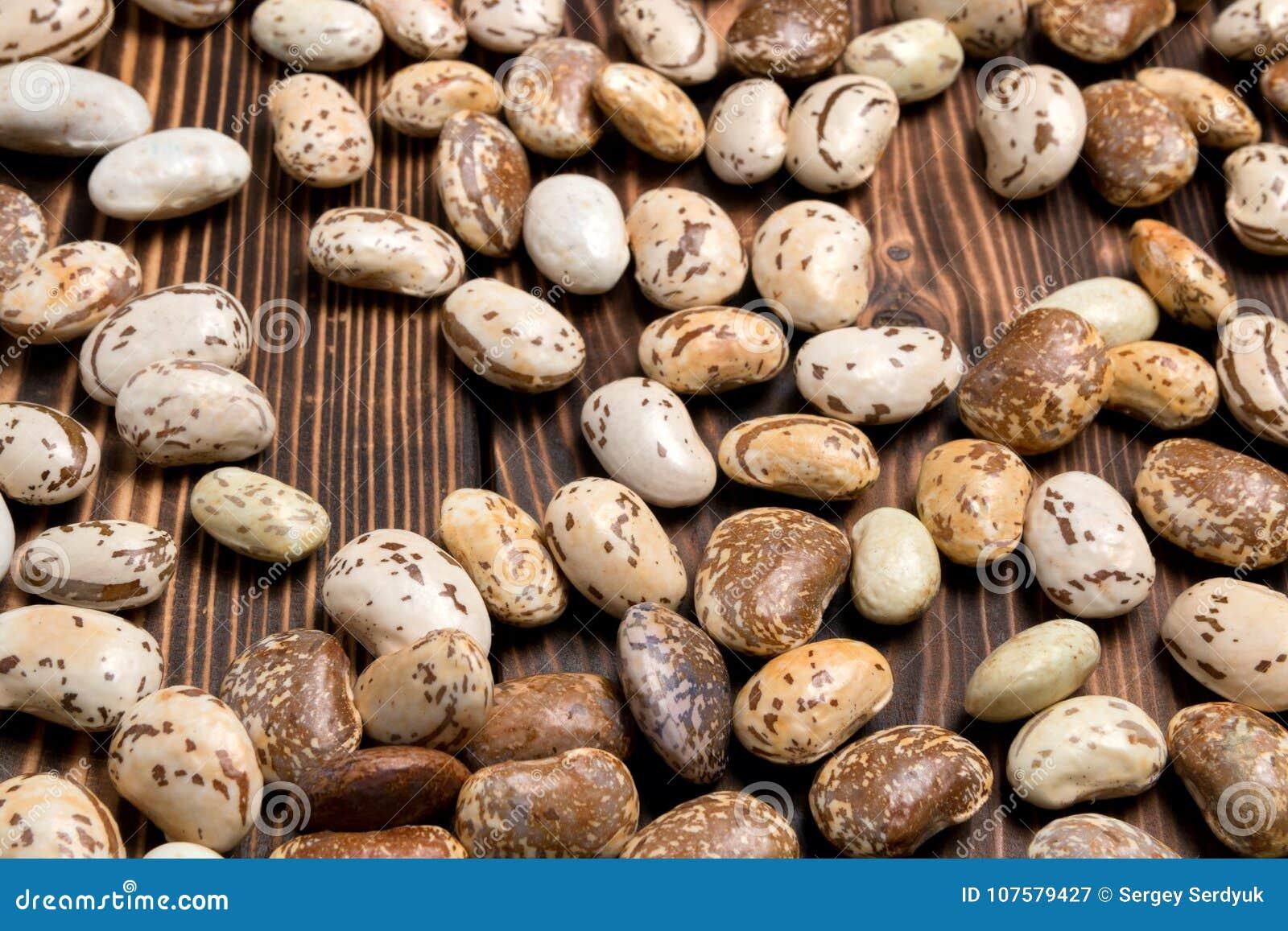 Gros plan d un paquet de café blanc tasse et haricots placés sur