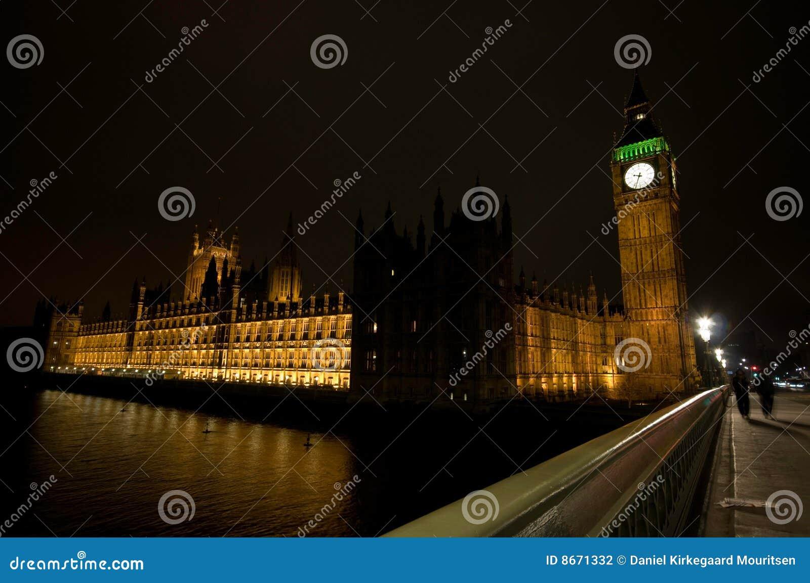Le grand parlement de nuit de maisons de ben