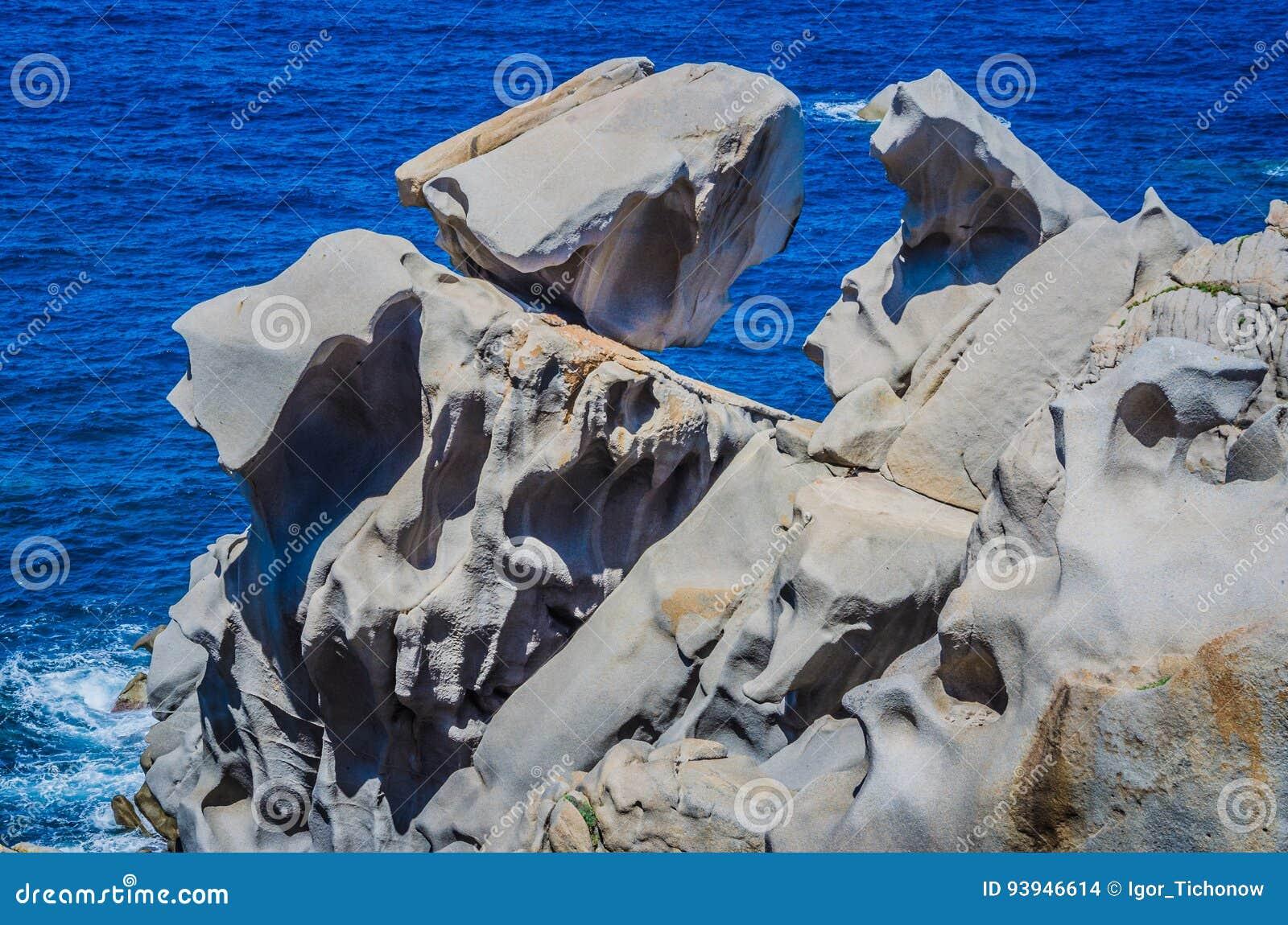 Le granit bascule sur le Testa de capo près de Santa di Gallura, Sardaigne, Italie