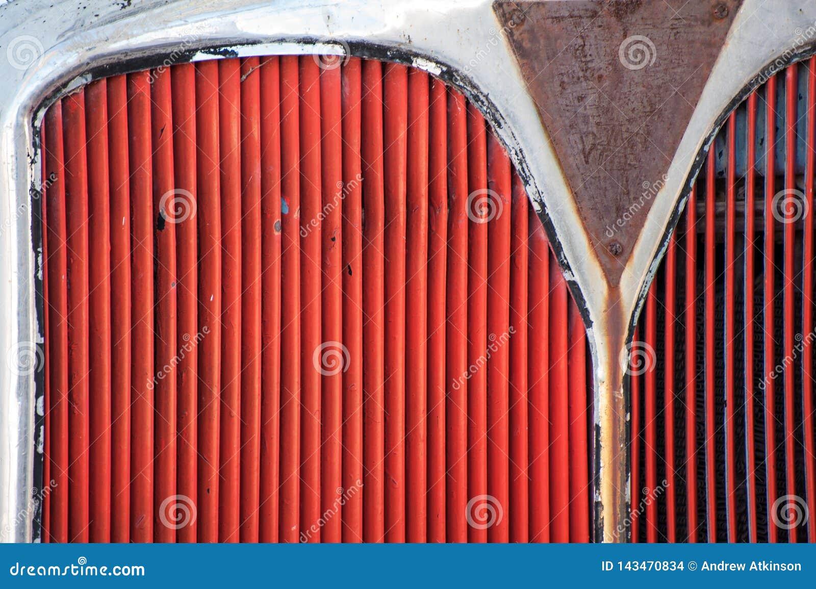 Le gril rouge d un autobus ou d un camion a peint rouge