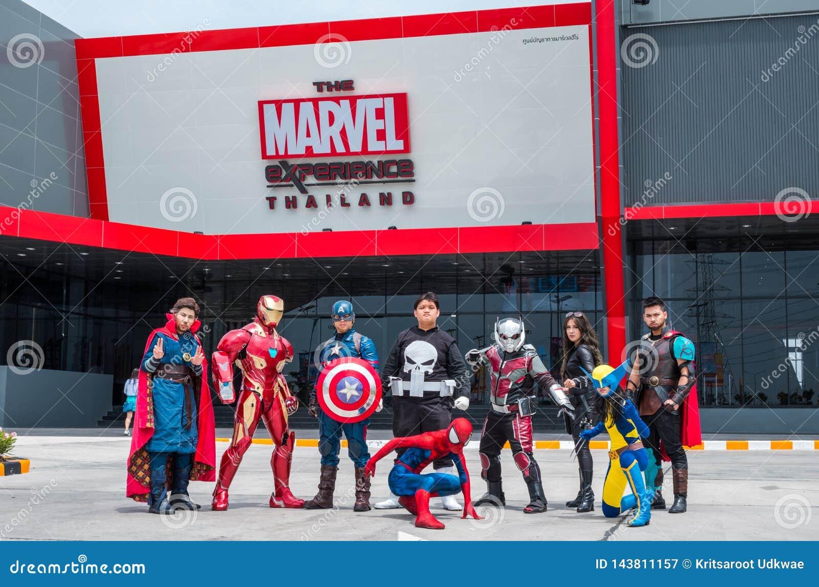 Le groupe de Cosplayer sont acte devant l expérience Thaïlande de merveille chez Megabangna, Samut Prakan, Thaïlande