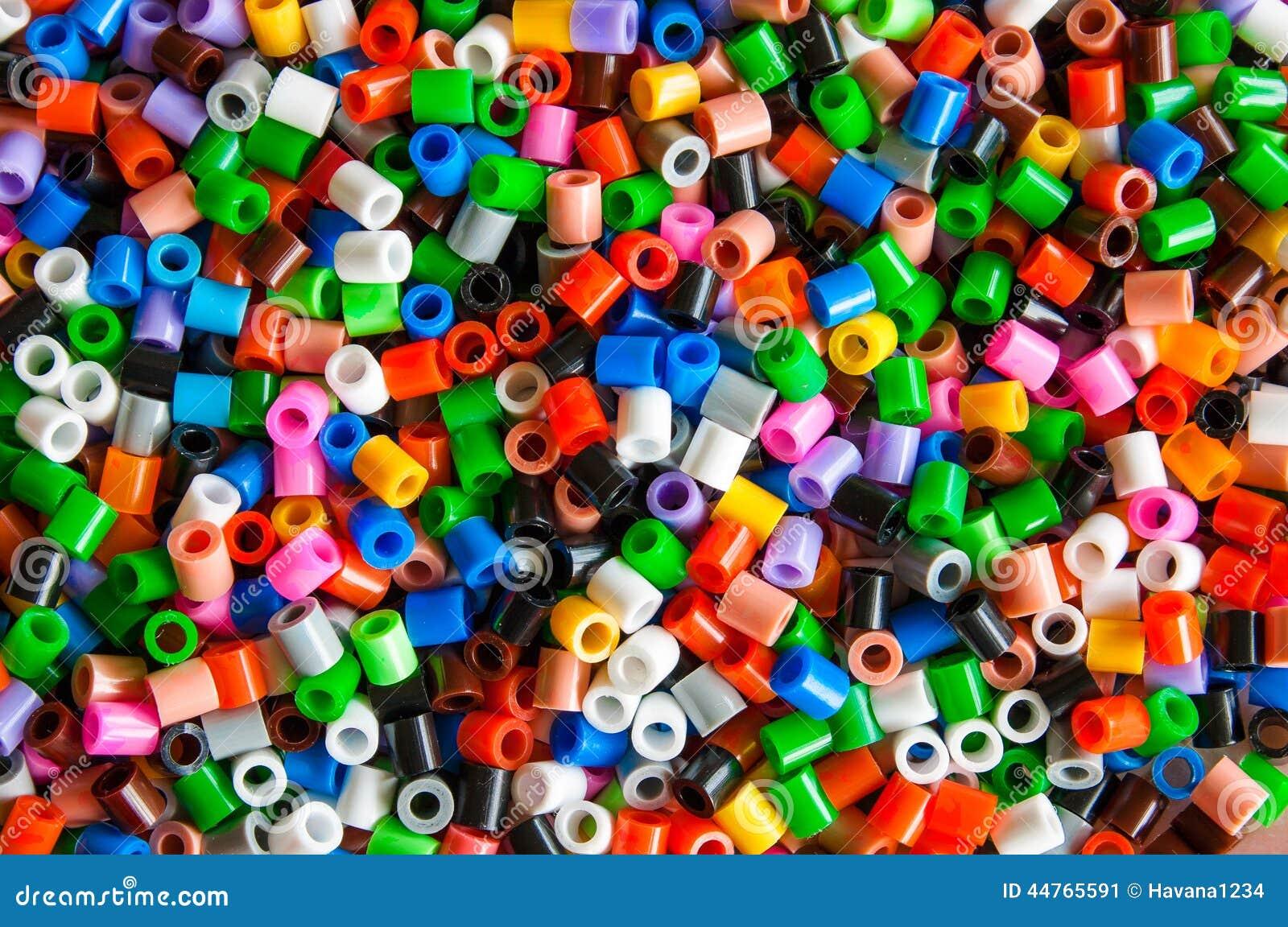 Le hama en plastique multicolore perle le jouet pour des - Perle pour enfant ...