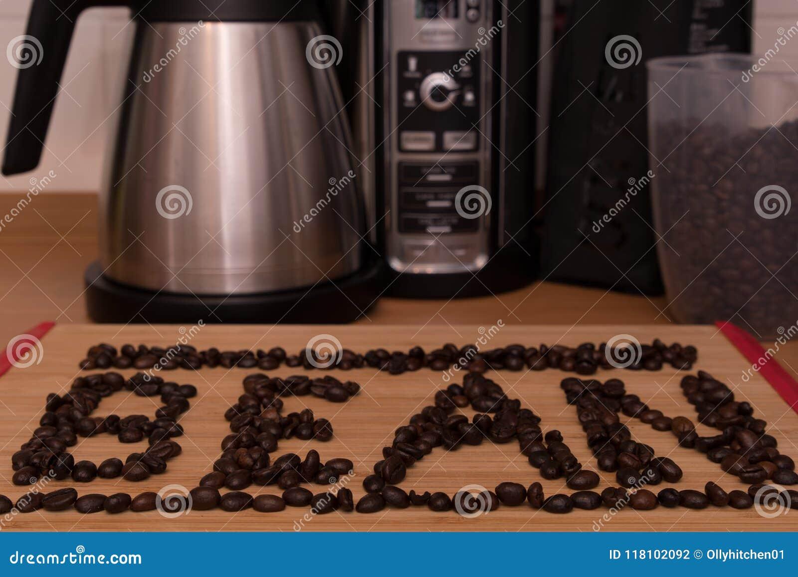 Le haricot de mot écrit sur un fond en bois clair formé