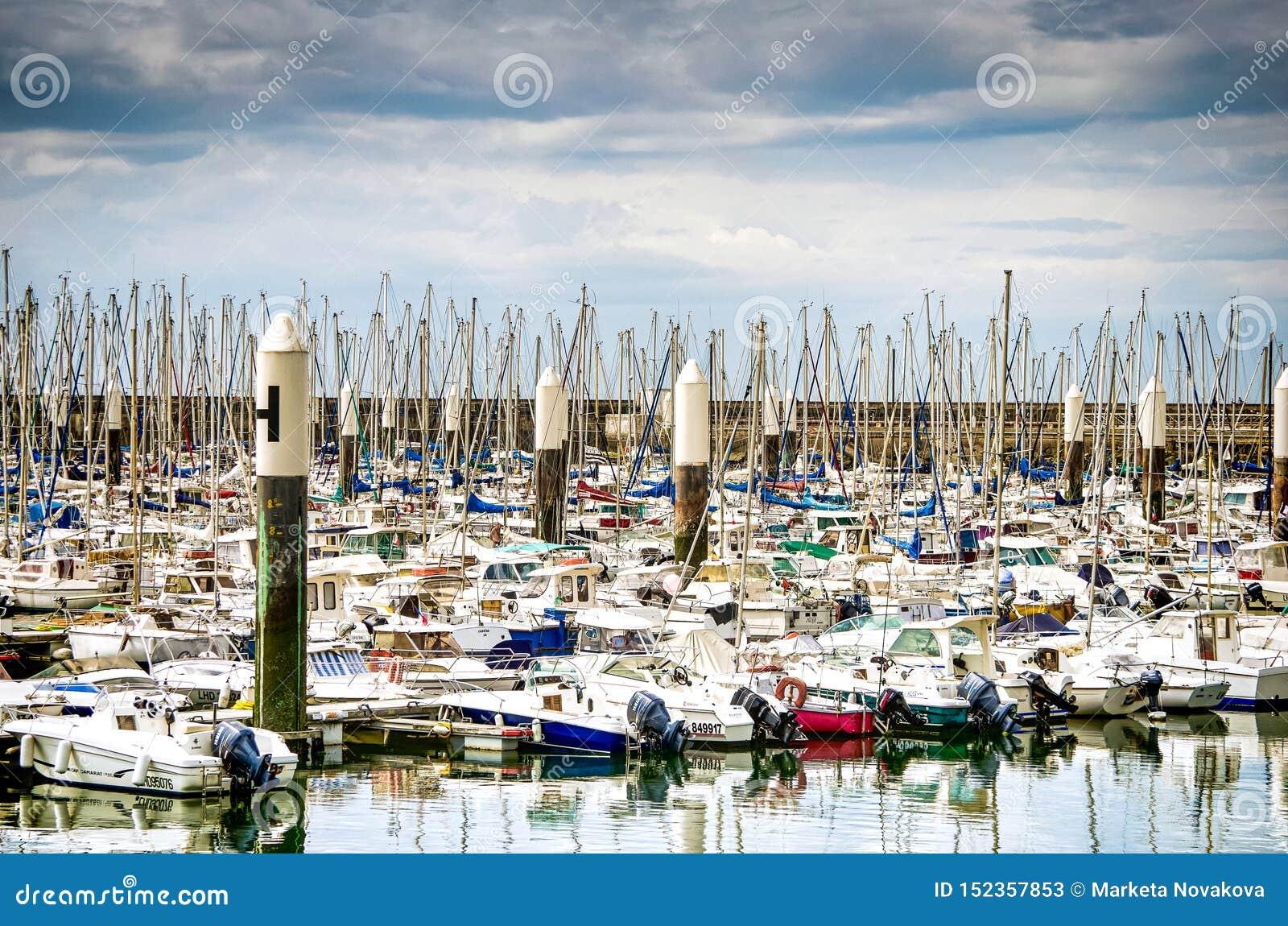 Le Havre, France - 29 juin 2012 Marina pour de petits yachts dans le port célèbre en Normandie