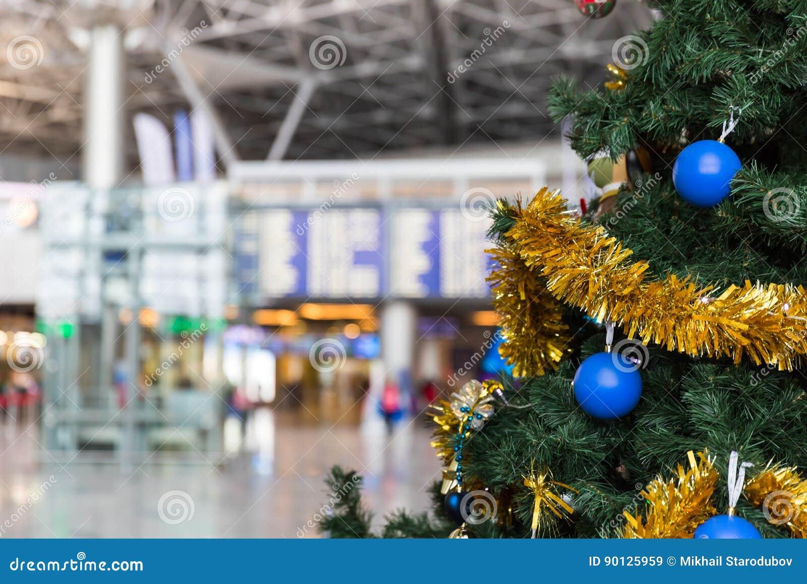 Le informazioni dell albero di Natale nell aeroporto e di programma di volo imbarcano