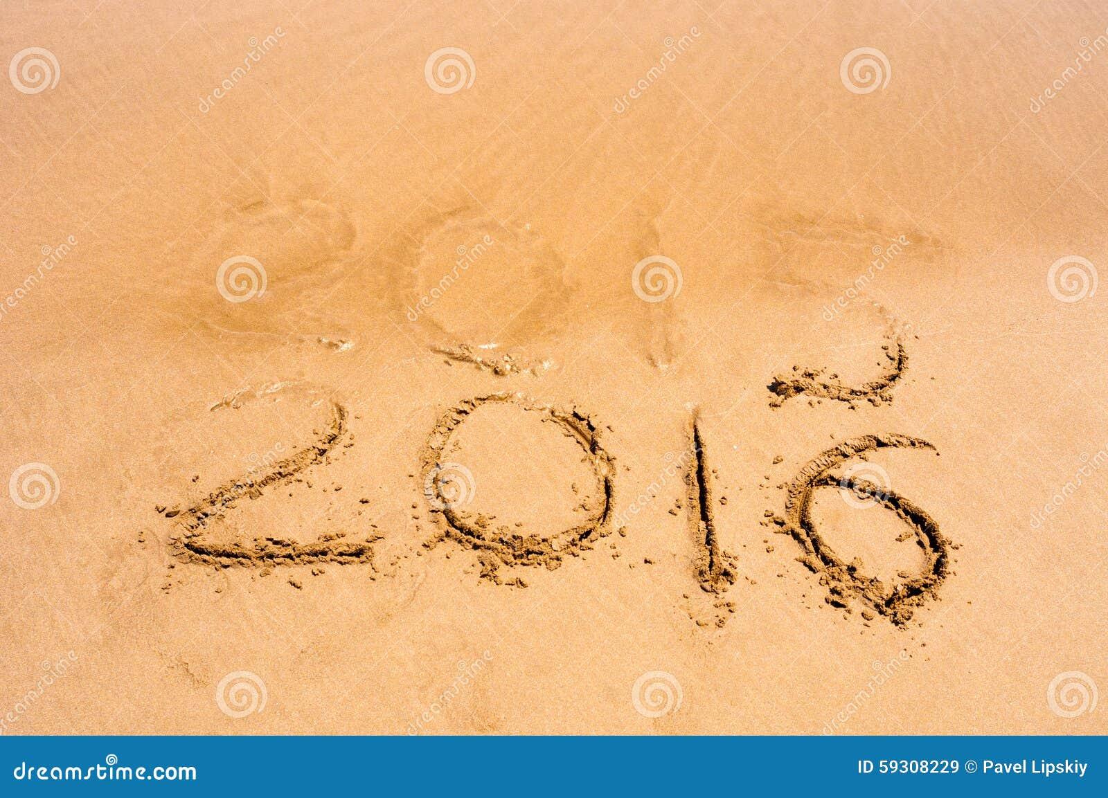 Le iscrizioni 2015 e 2016 su una sabbia della spiaggia, l onda stanno cominciando riguardare le cifre 2015