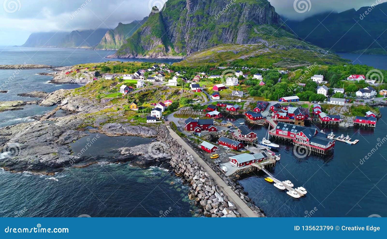 Le isole di Lofoten è un arcipelago nella contea di Nordland, Norvegia