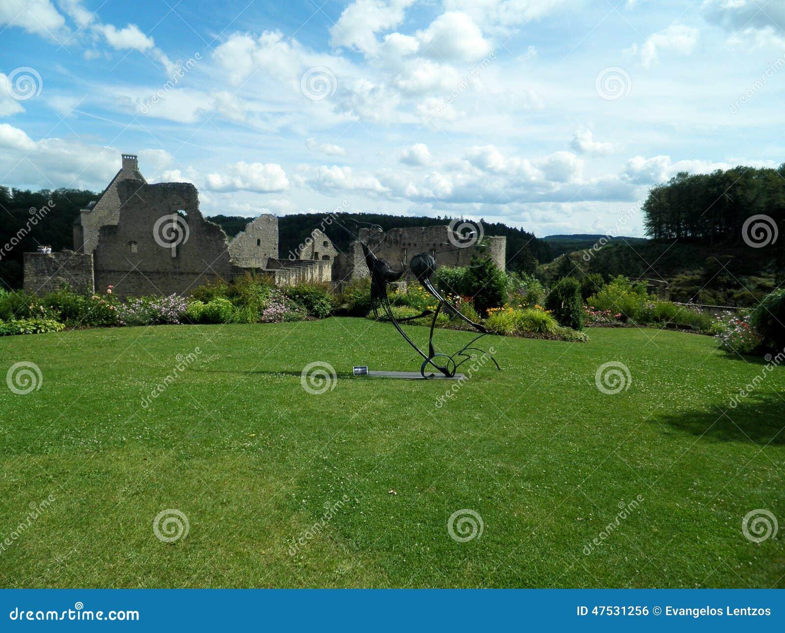 Le jardin du ch teau de larochette la ville du luxembourg for Piscine jardin du luxembourg
