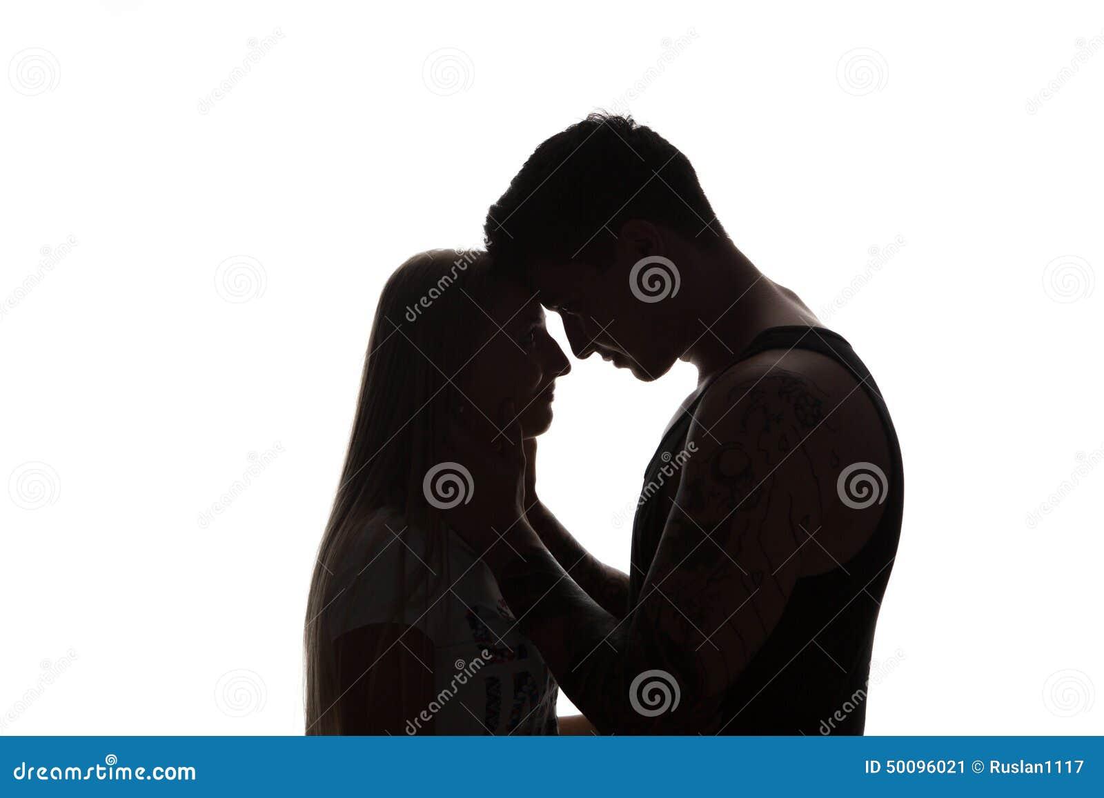 Le jeune couple attrayant sensuel passionné dans l amour, homme caresse le cou de femme, portrait noir et blanc d isolement