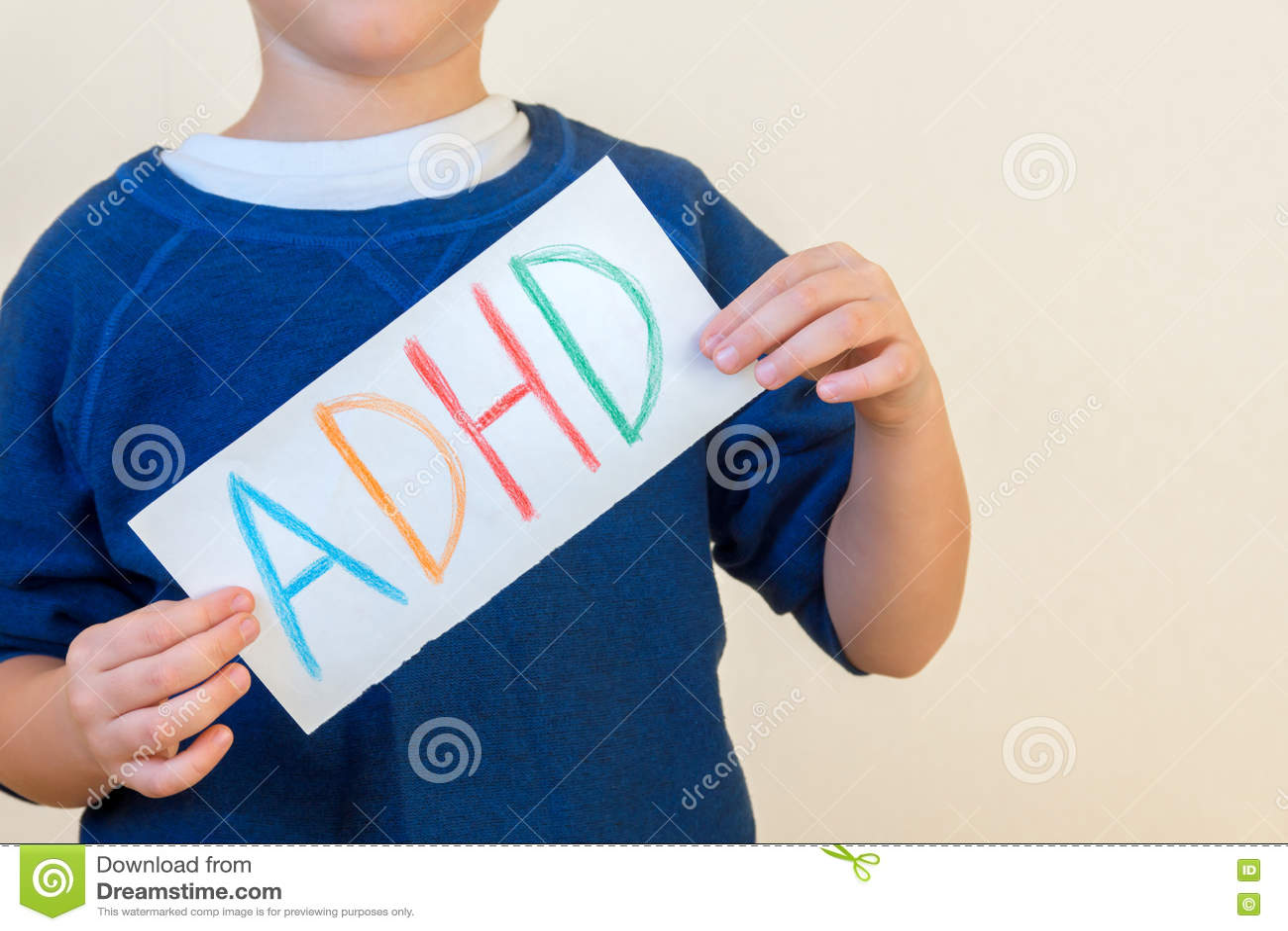 Le jeune garçon stocke le texte d ADHD