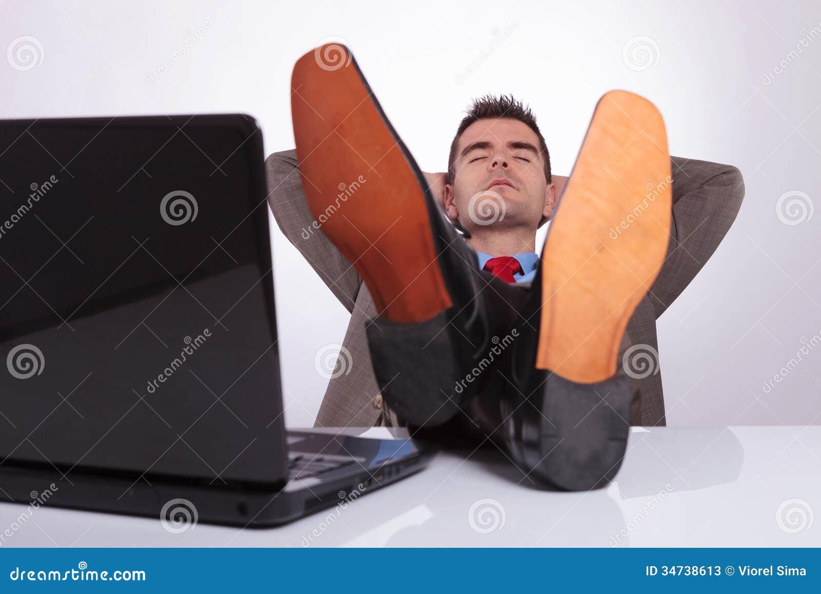 Pieds sur le bureau pieds de table bureau banc en acier design