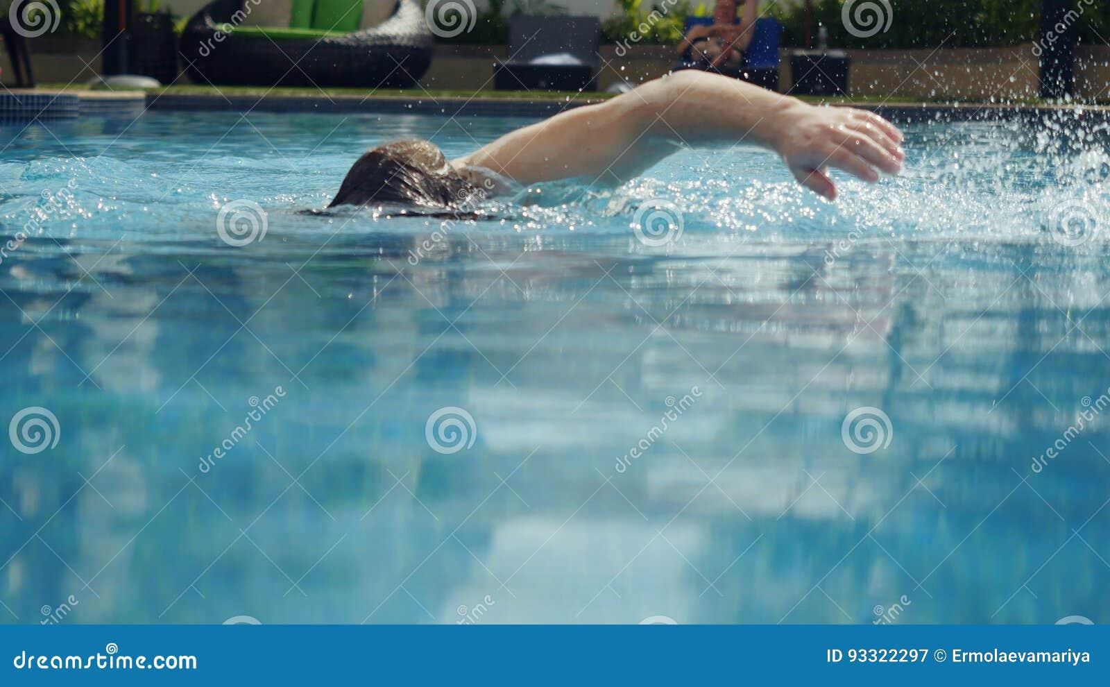 Le jeune homme nage dans une piscine image stock image for Piscine xs prix