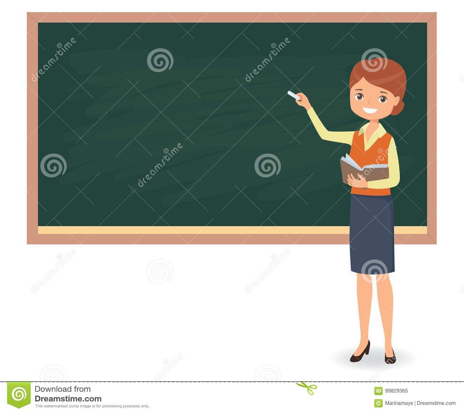 Le jeune professeur féminin écrit la craie sur un tableau noir d école