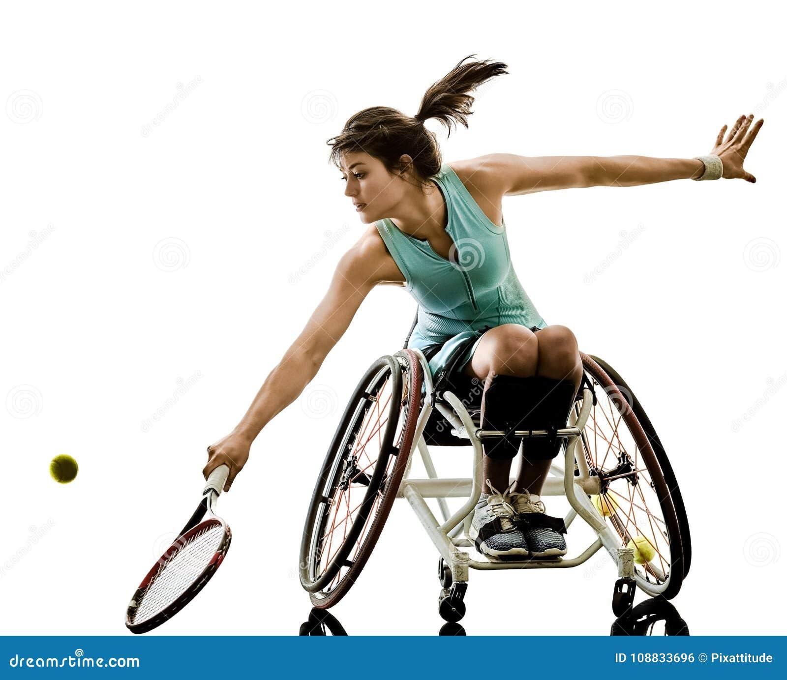 Le jeune sport handicapé de welchair de femme de joueur de tennis a isolé le SI