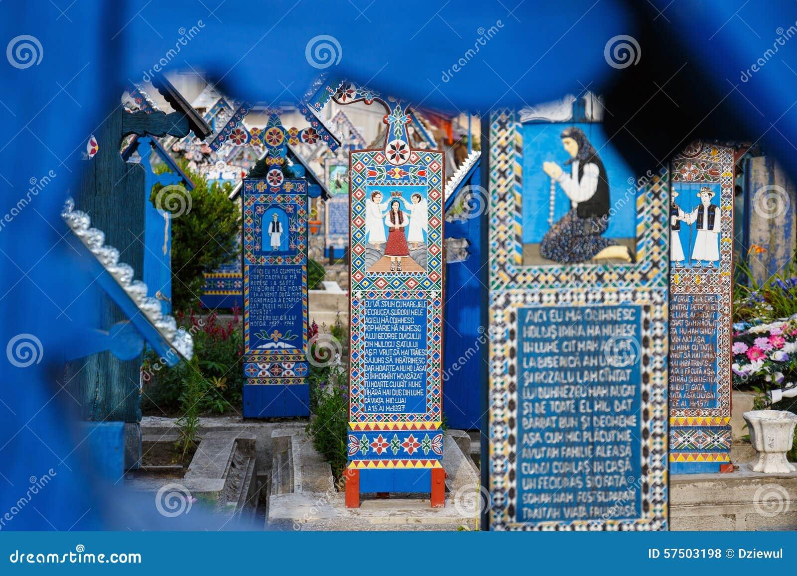 le joyeux cimetière de sapanta, maramures, roumanie photo stock